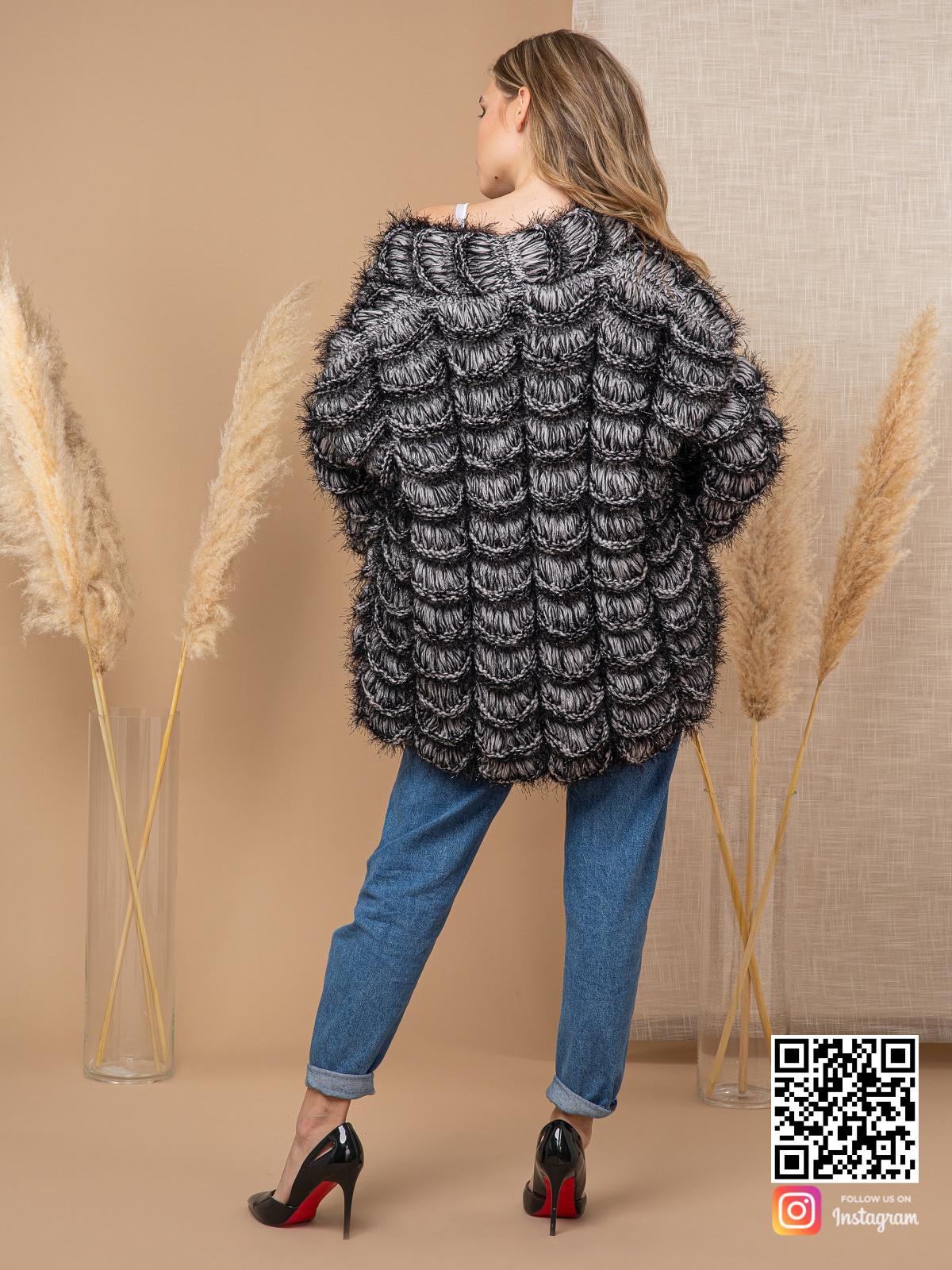 На второй фотографии кардиган для девушек со спины от Shapar, бренда вязаной одежды ручной работы в интернет-магазине связанных спицами вещей.