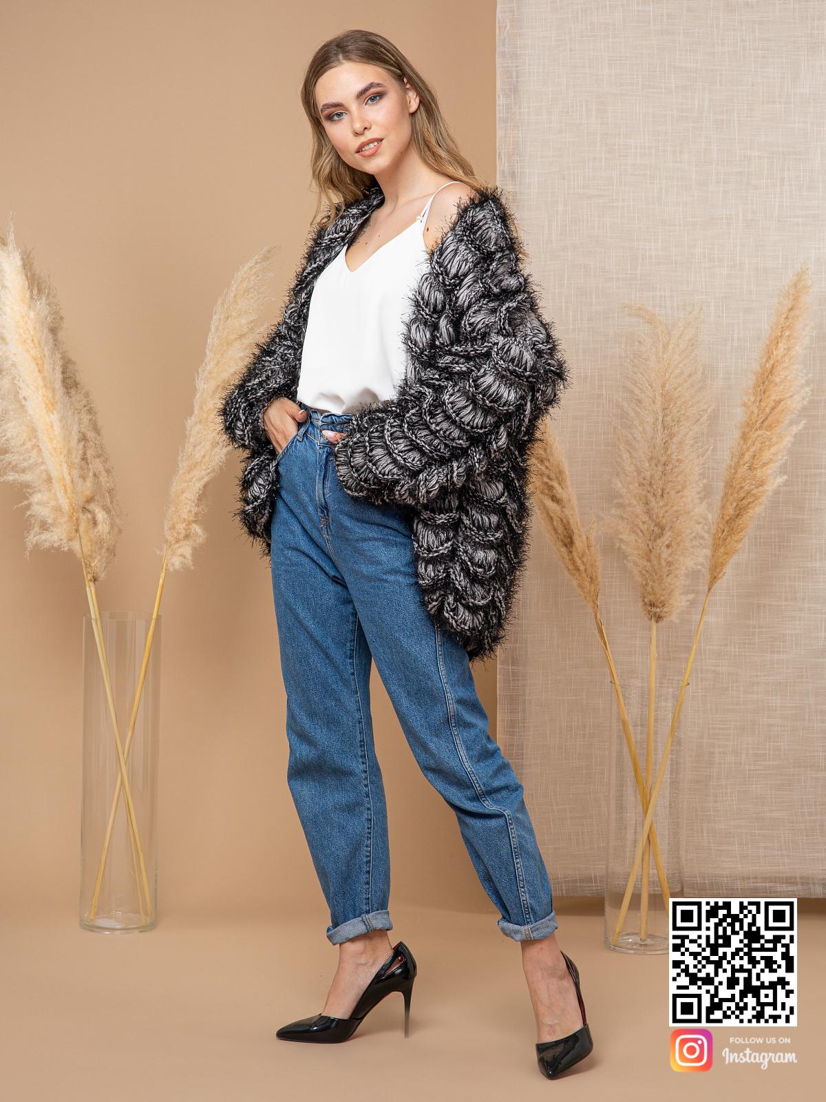 На пятой фотографии пушистый кардиган для девушек от Shapar, бренда вязаной одежды ручной работы в интернет-магазине связанных спицами вещей.