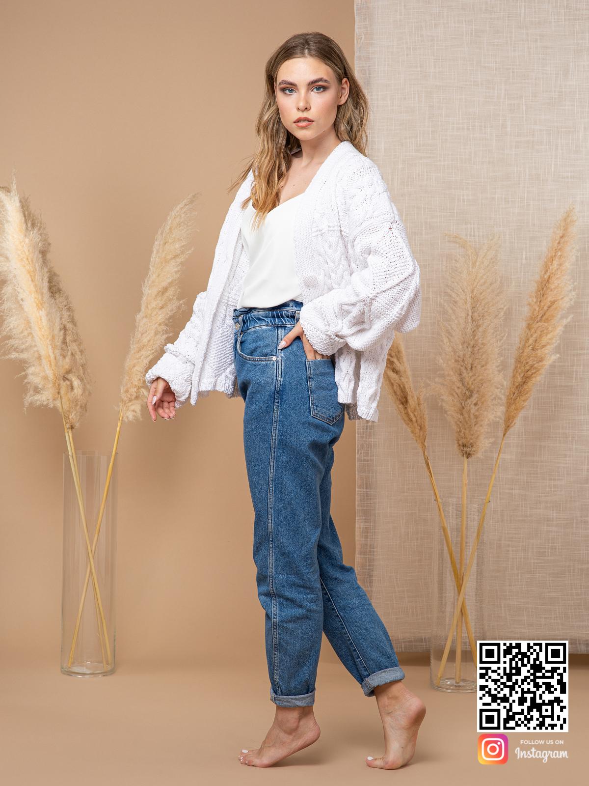 На шестой фотографии модный короткий кардиган из хлопка для девушек и женщин от Shapar, бренда вязаной одежды ручной работы в интернет-магазине связанных спицами вещей.