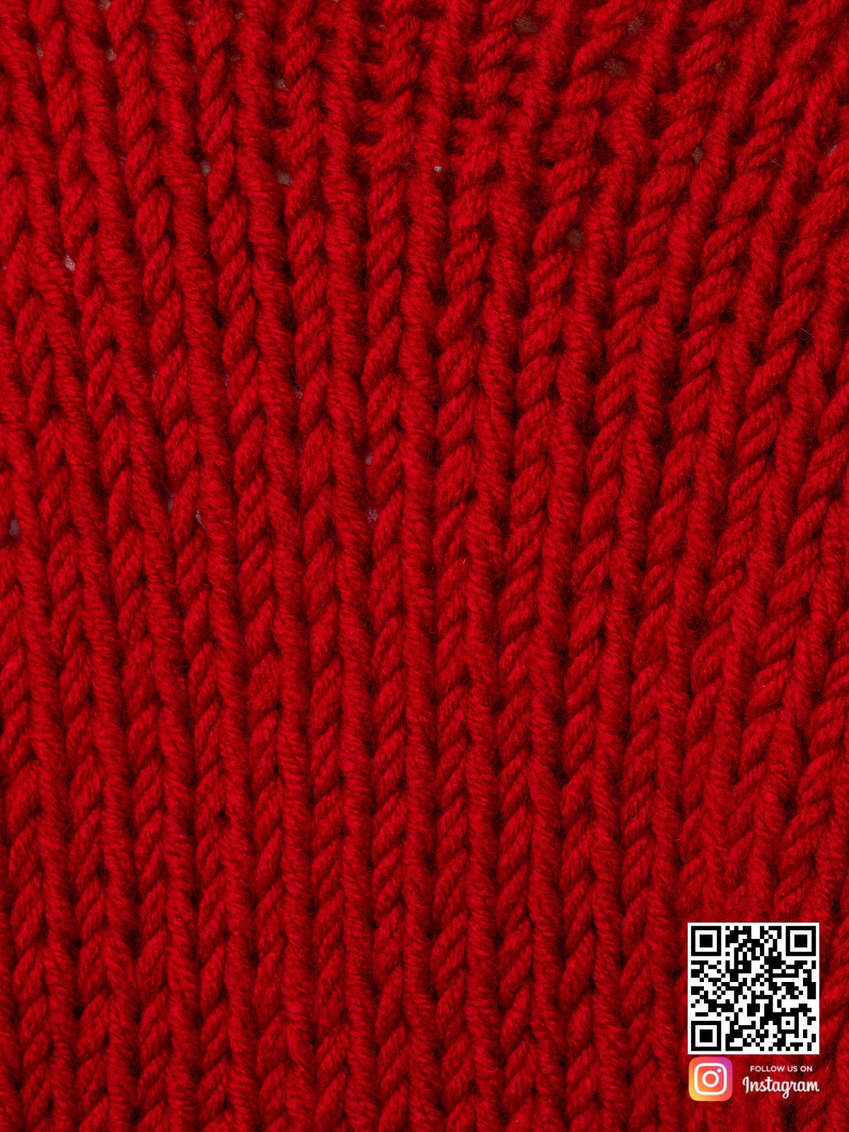 На седьмой фотографии женский кардиган красного цвета крупным планом от Shapar, бренда одежды ручной работы в интернет-магазине вязаных спицами вещей.