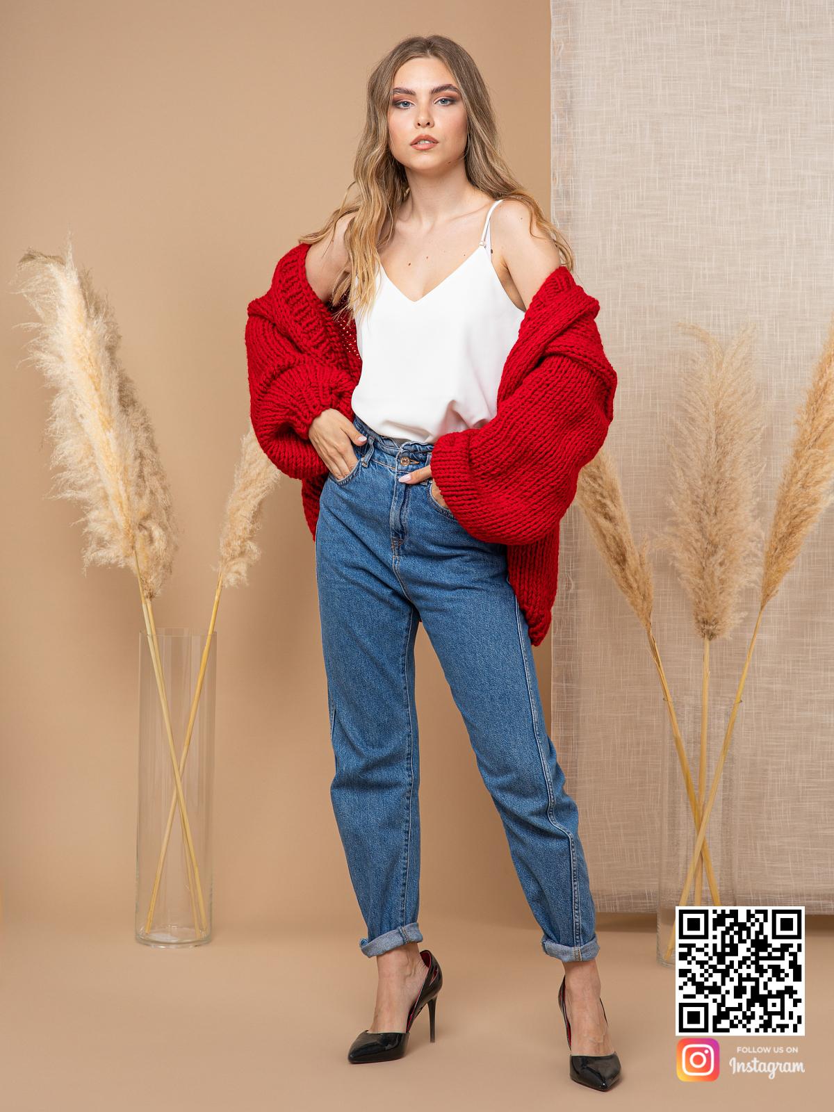 На шестой фотографии модный кардиган красного цвета для девушек и женщин от Shapar, бренда одежды ручной работы в интернет-магазине вязаных спицами вещей.