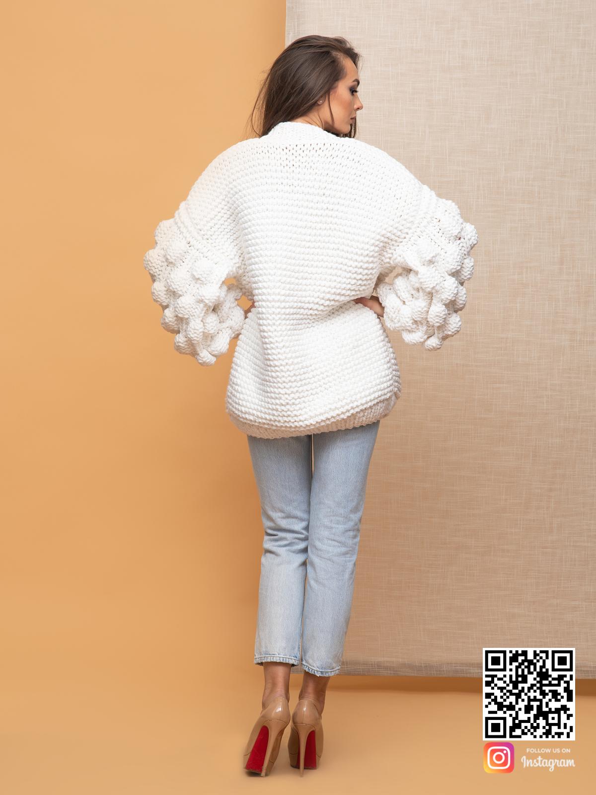 На пятой фотографии женский кардиган на лето крупной вязки от Shapar, бренда вязаной одежды ручной работы в интернет-магазине связанных спицами вещей.