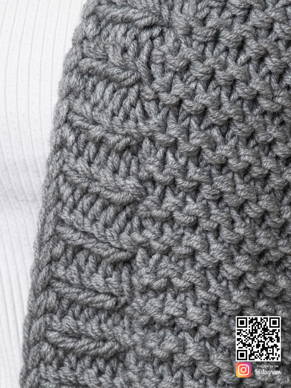 На седьмой фотографии кардиган с объемными рукавами крупным планом от Shapar, бренда вязаной одежды ручной работы в интернет-магазине связанных спицами вещей.