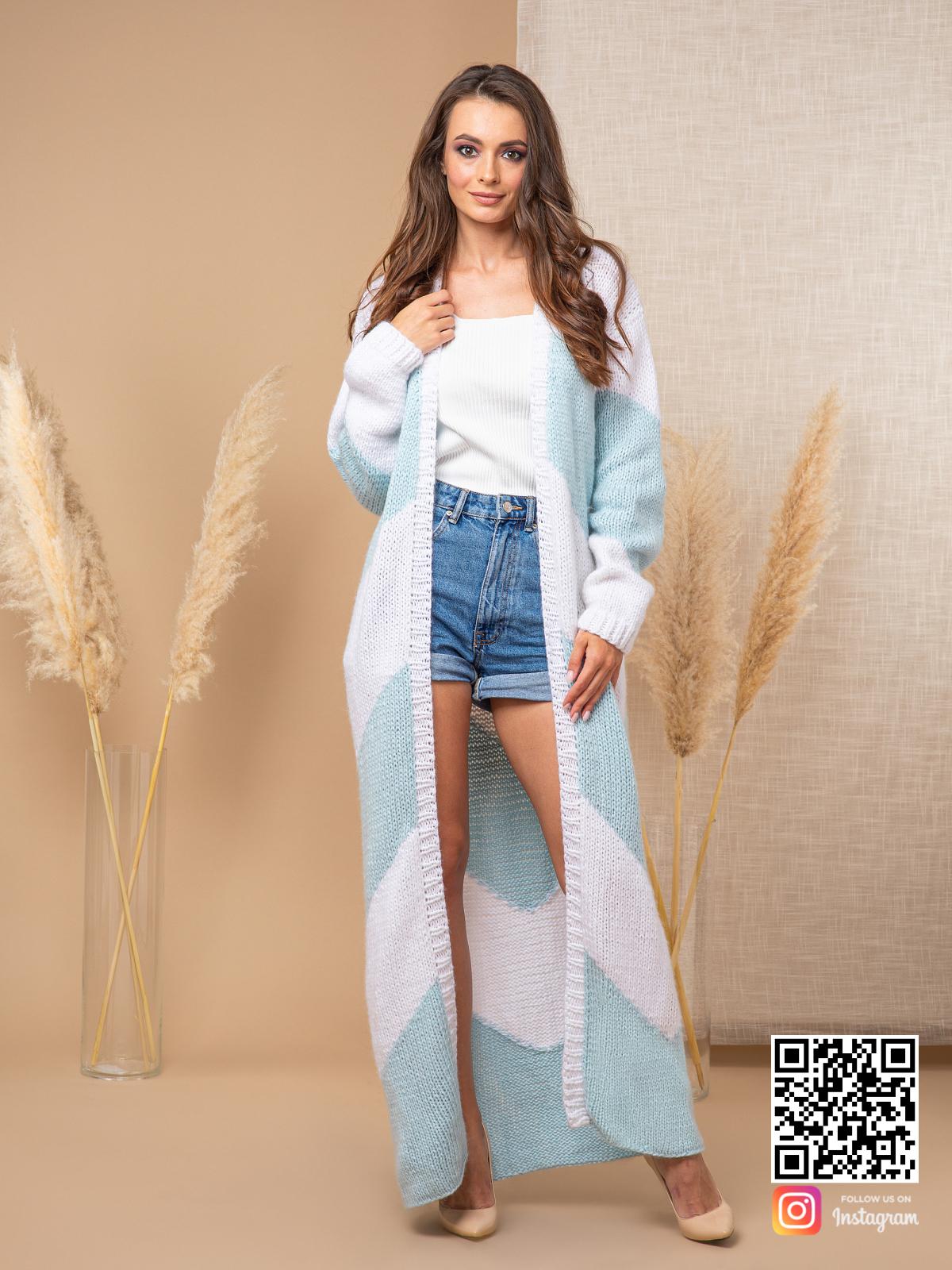 На седьмой фотографии элегантный кардиган с орнаментом для девушек и женщин от Shapar, бренда вязаной одежды ручной работы в интернет-магазине связанных спицами вещей.