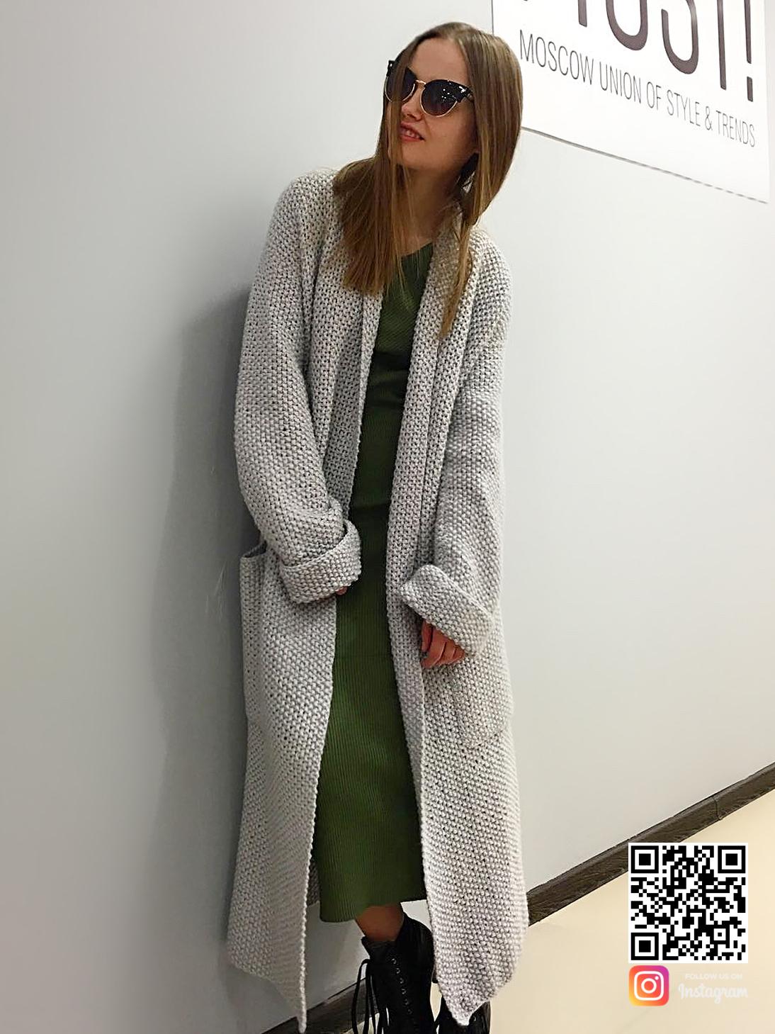 На второй фотографии длинный кардиган серый женский от Shapar, бренда вязаной одежды ручной работы в интернет-магазине связанных спицами вещей.