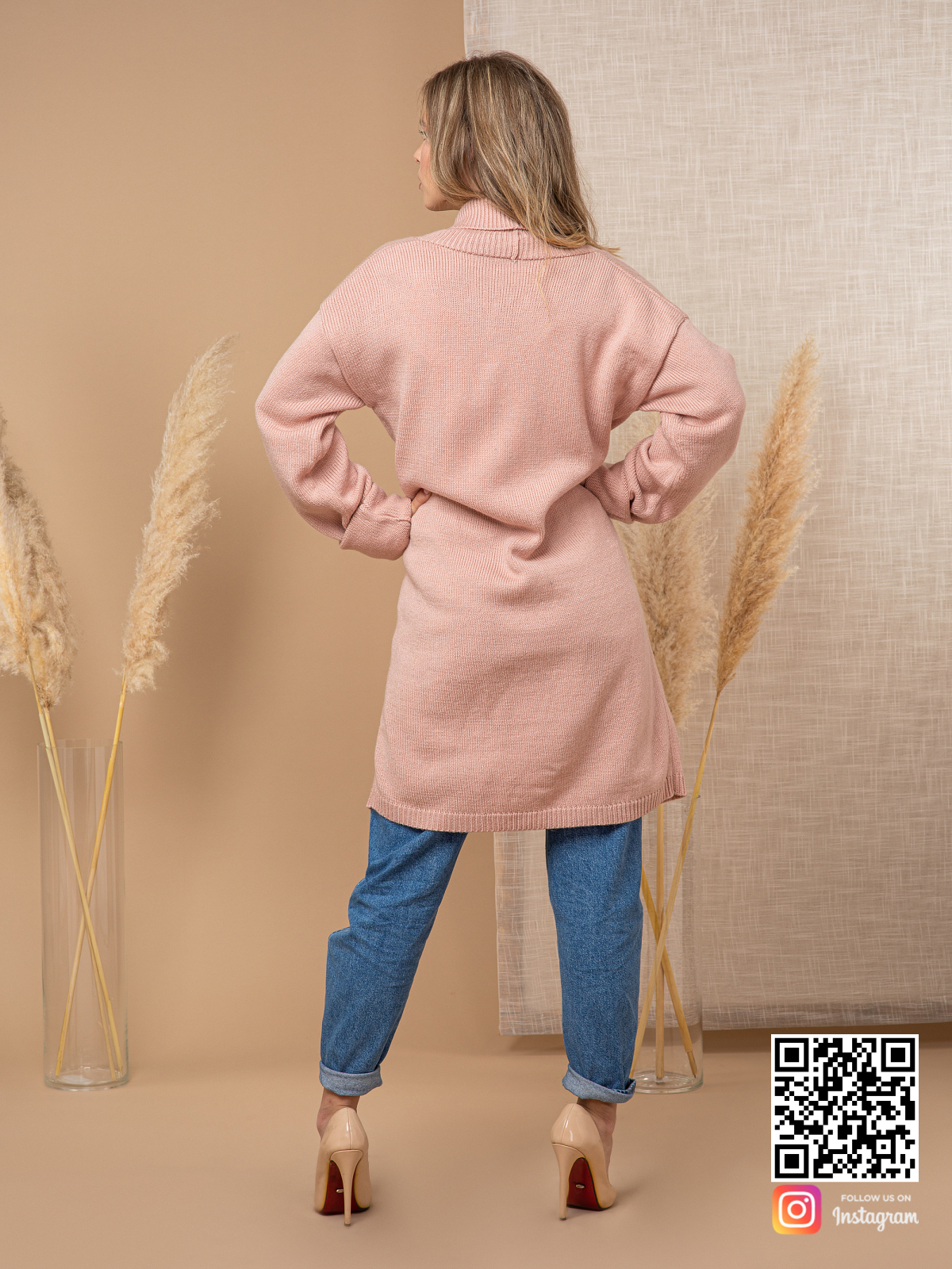 На второй фотографии кардиган трикотажный женский со спины от Shapar, бренда вязаной одежды ручной работы в интернет-магазине связанных спицами вещей.