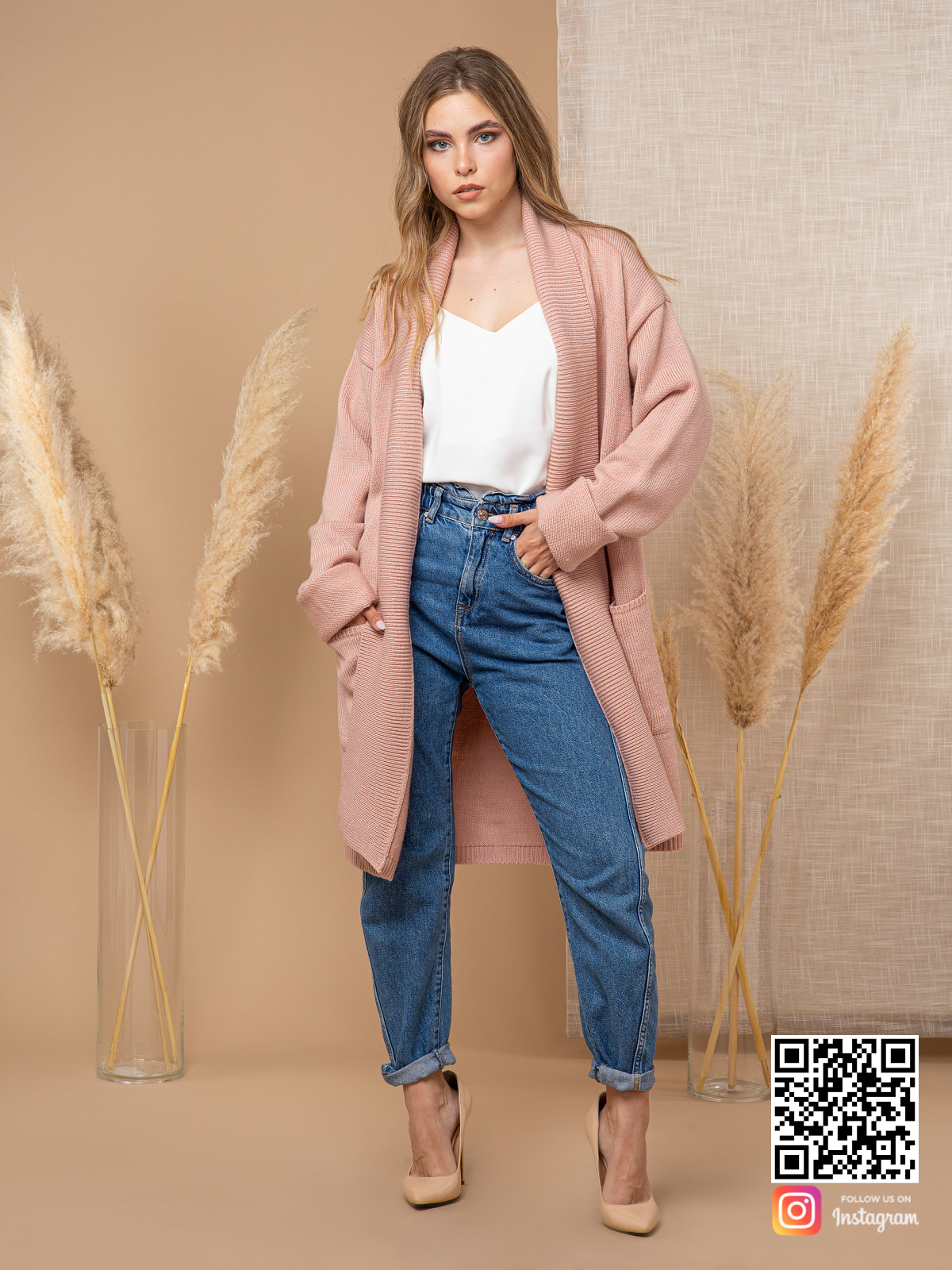 На четвертой фотографии женский трикотажный кардиган средней длины от Shapar, бренда вязаной одежды ручной работы в интернет-магазине связанных спицами вещей.