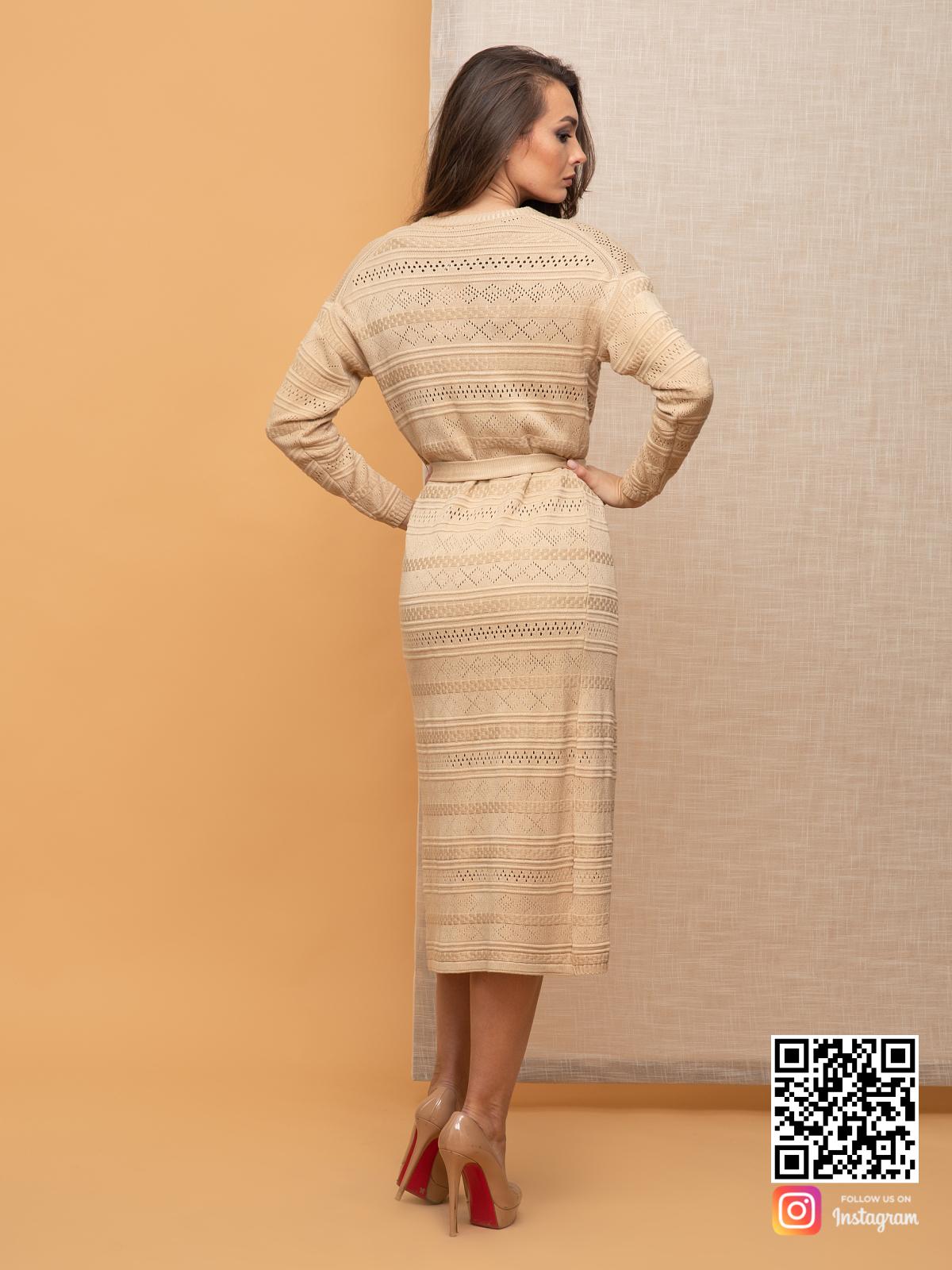 На второй фотографии женский кардиган весенний со спины от Shapar, бренда вязаной одежды ручной работы в интернет-магазине связанных спицами вещей.