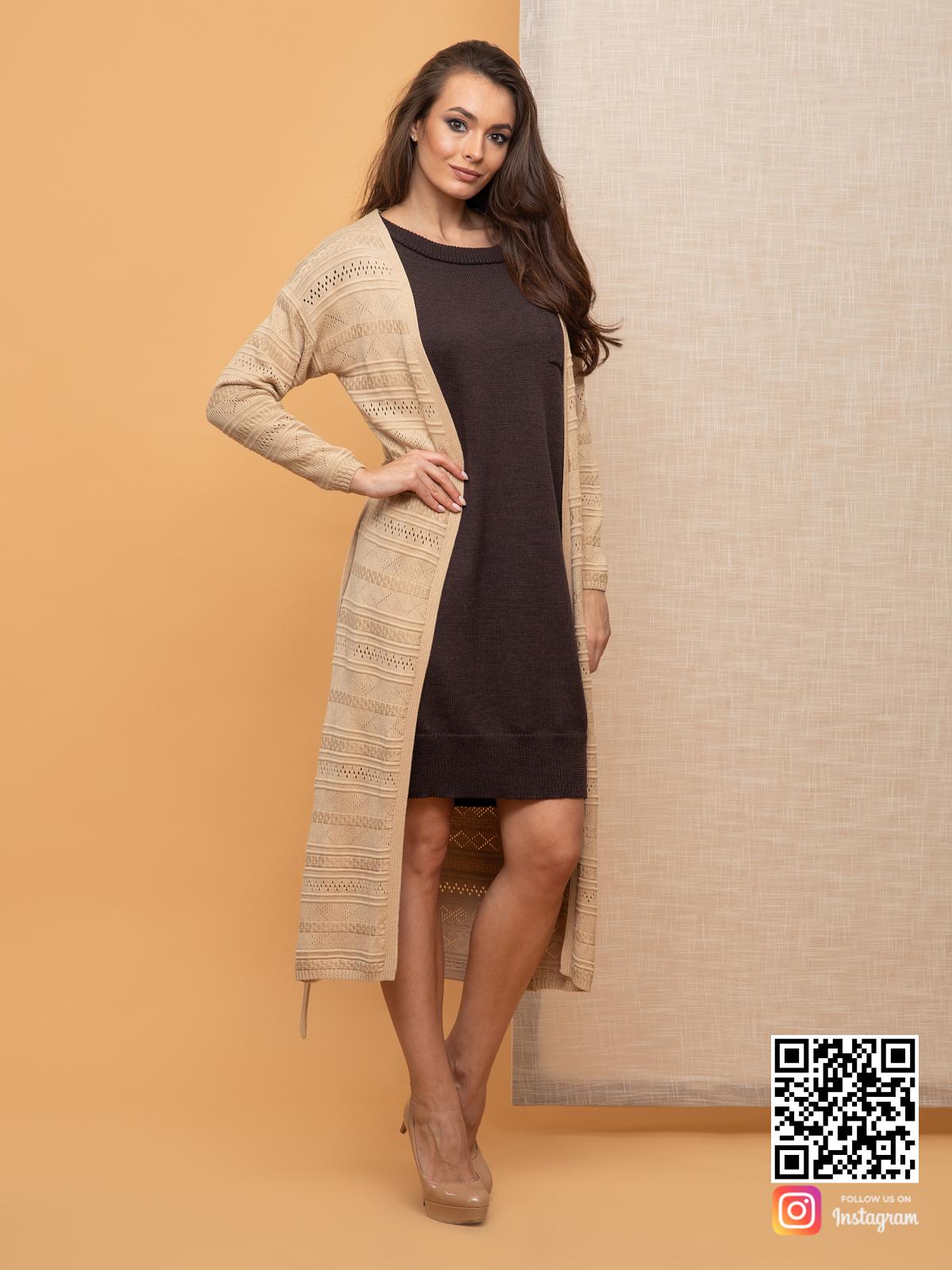 На третьей фотографии женский кардиган весенний бежевого цвета от Shapar, бренда вязаной одежды ручной работы в интернет-магазине связанных спицами вещей.
