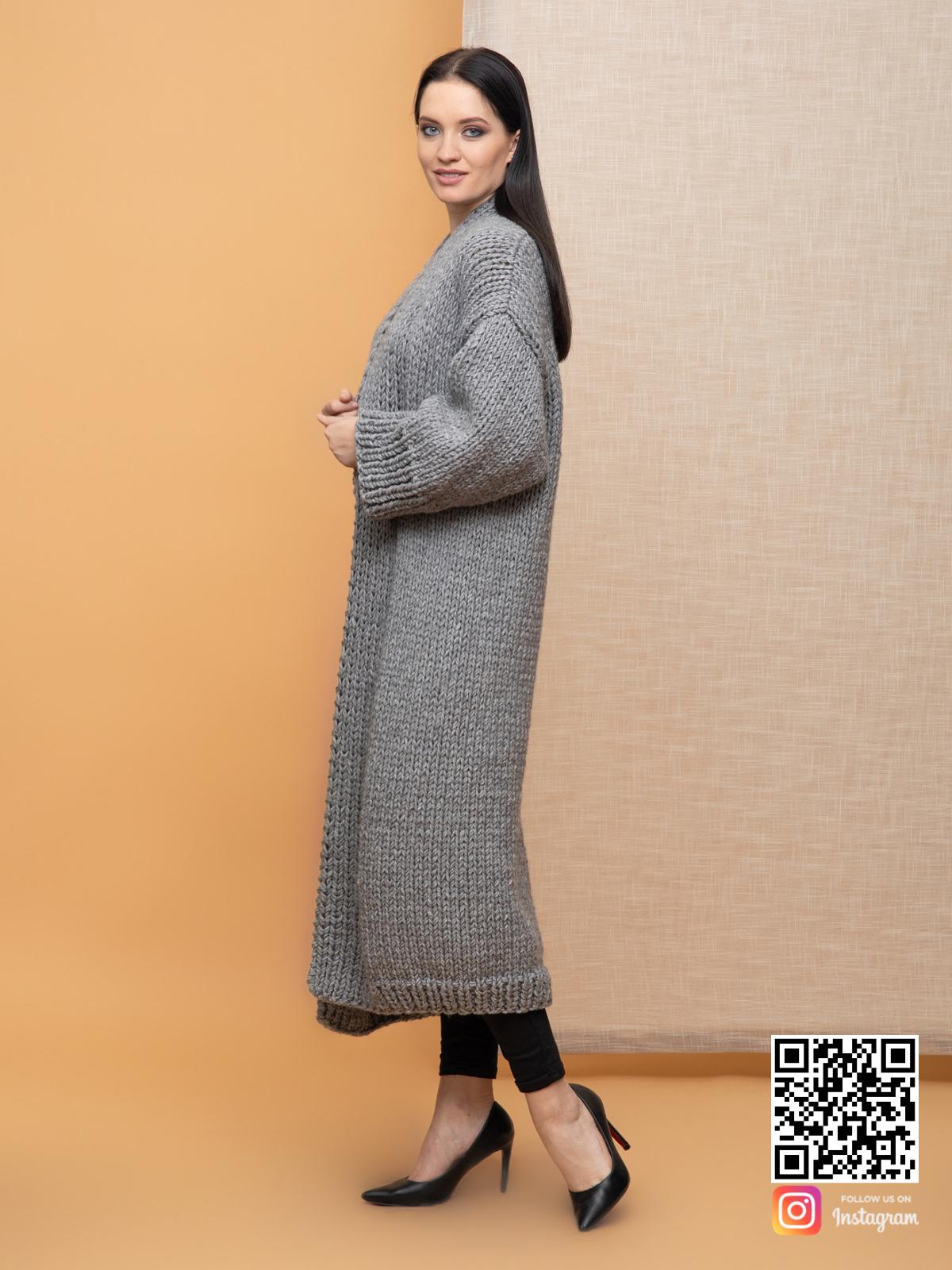 На шестой фотографии классический женский кардиган серого цвета от Shapar, бренда вязаной одежды ручной работы в интернет-магазине связанных спицами вещей.