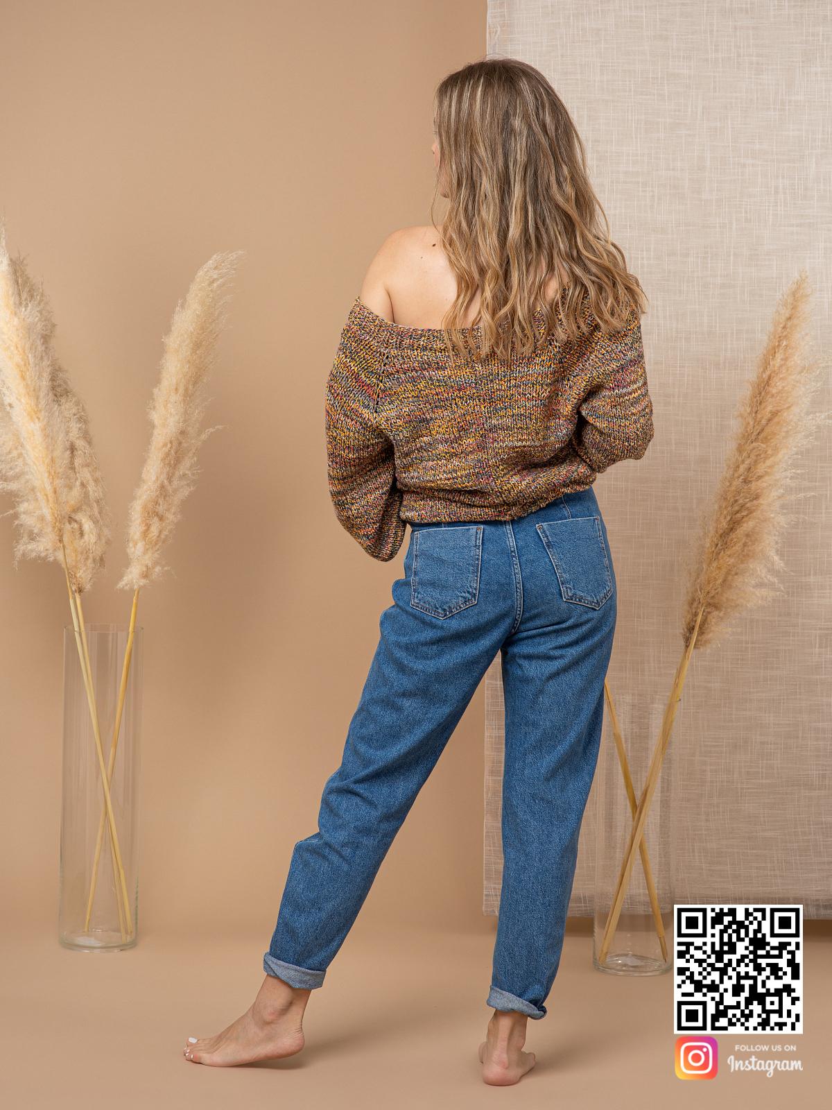 На второй фотографии коричневый свитер женский со спины от Shapar, бренда вязаной одежды ручной работы в интернет-магазине связанных спицами вещей.