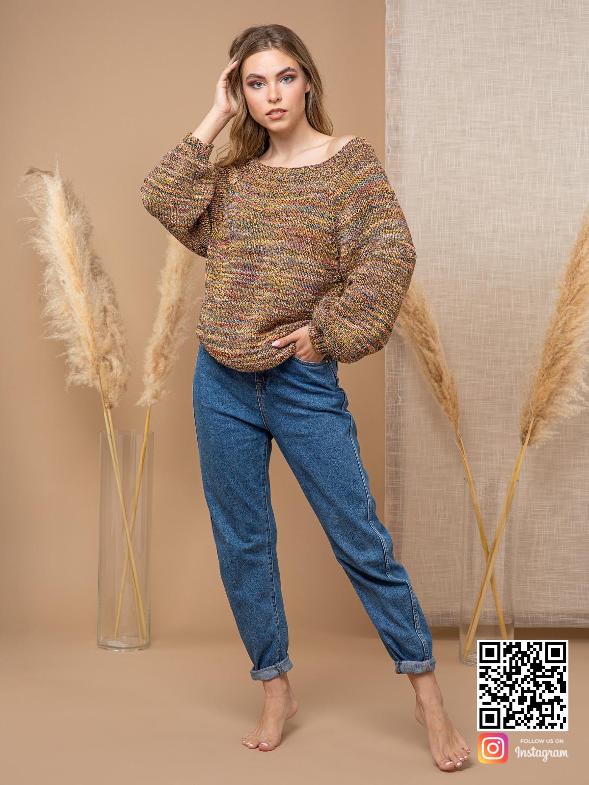 На шестой фотографии женский свитер коричневого цвета от Shapar, бренда вязаной одежды ручной работы в интернет-магазине связанных спицами вещей.