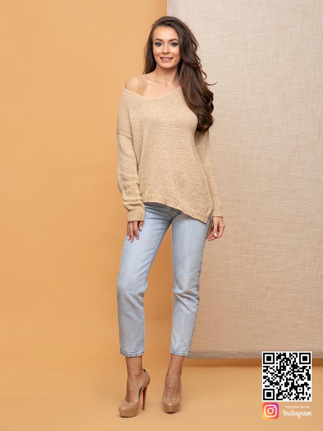 На фотографии женский коричневый вязаный свитер от Shapar, бренда одежды ручной работы в интернет-магазине связанных спицами вещей.