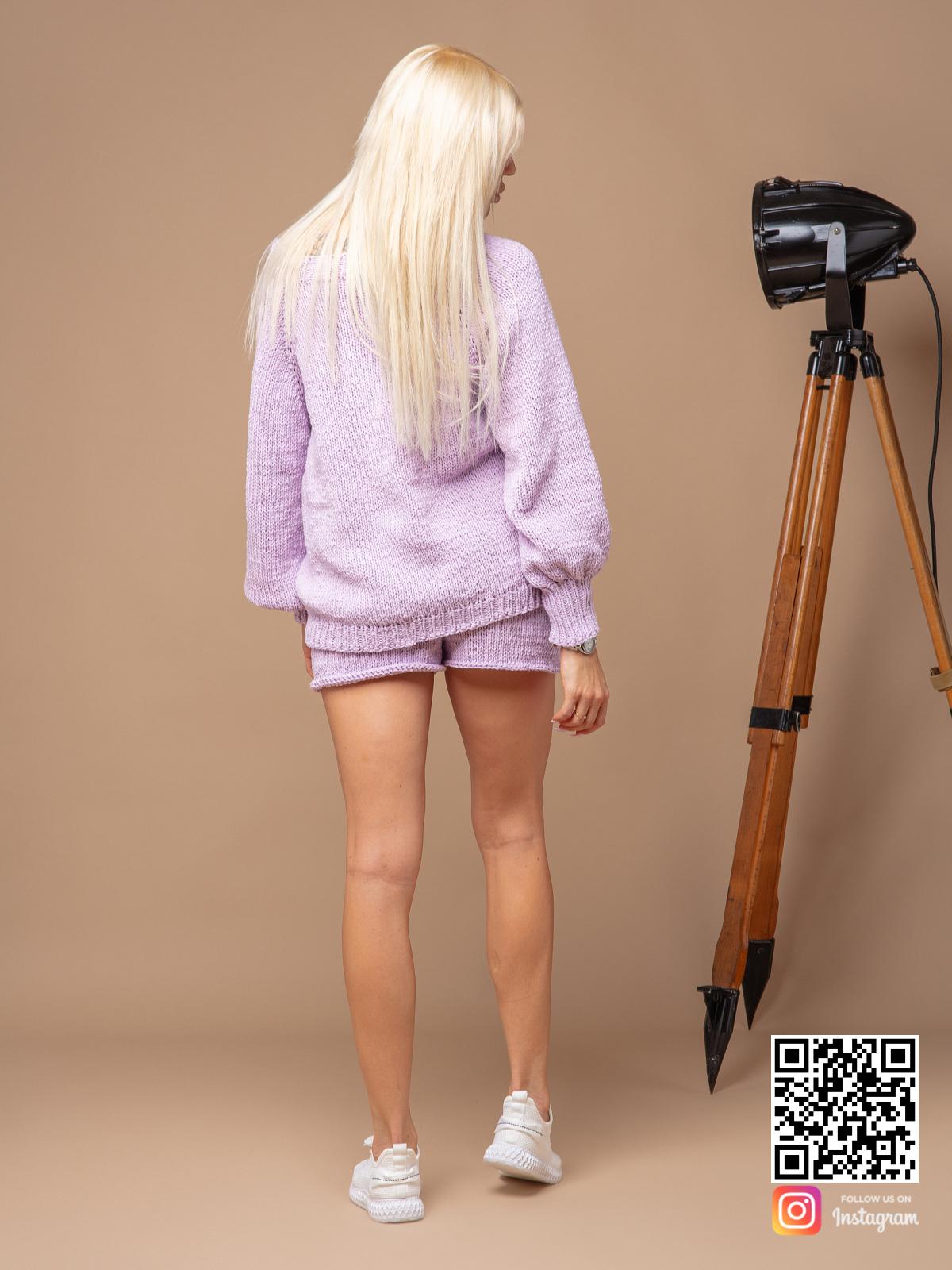 На пятой фотографии костюм оверсайз женский с шортами для модниц на лето от Shapar, бренда вязаной одежды ручной работы в интернет-магазине связанных спицами вещей.