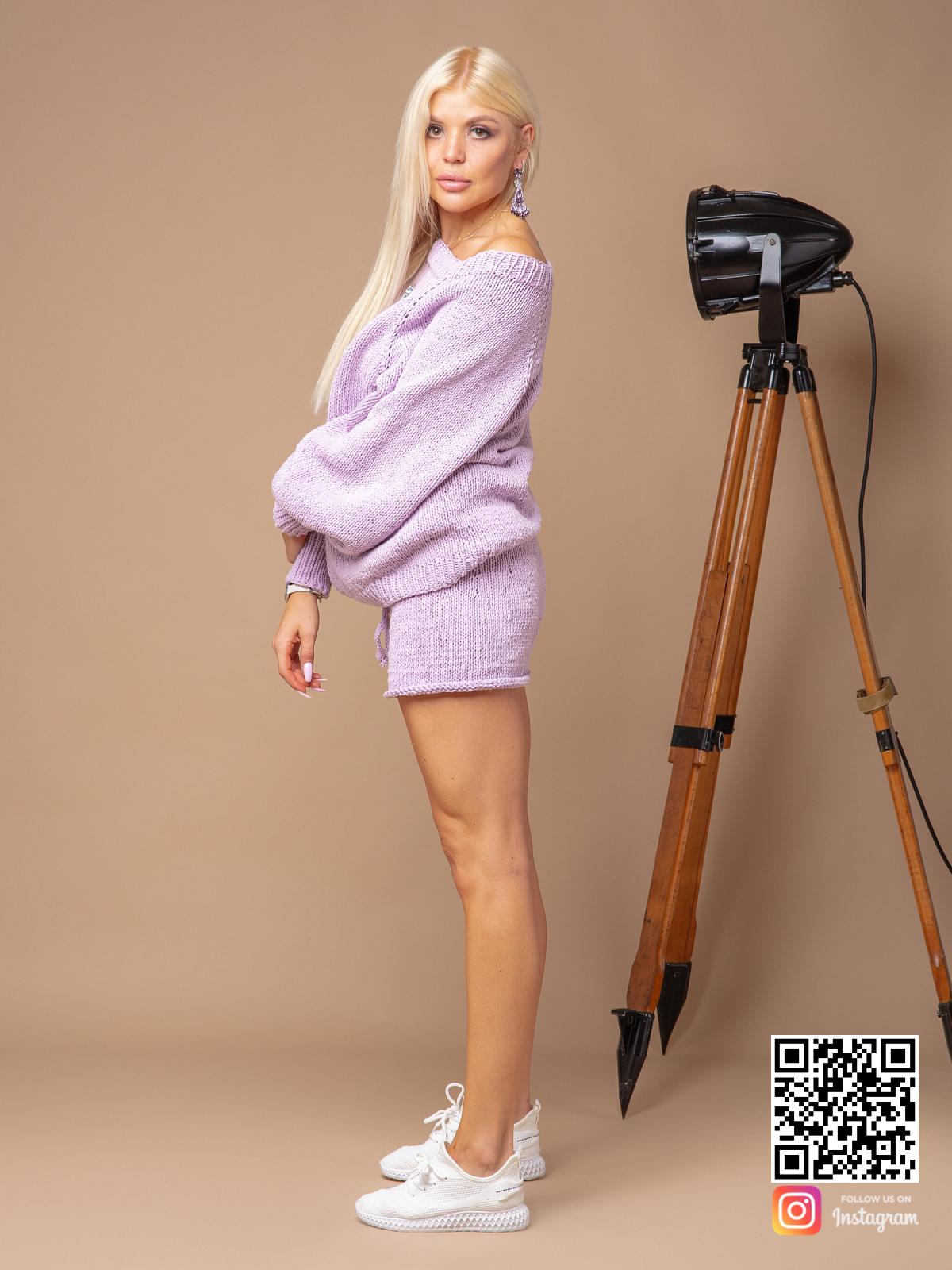 На третьей фотографии летний костюм оверсайз женский с шортами из хлопка от Shapar, бренда вязаной одежды ручной работы в интернет-магазине связанных спицами вещей.