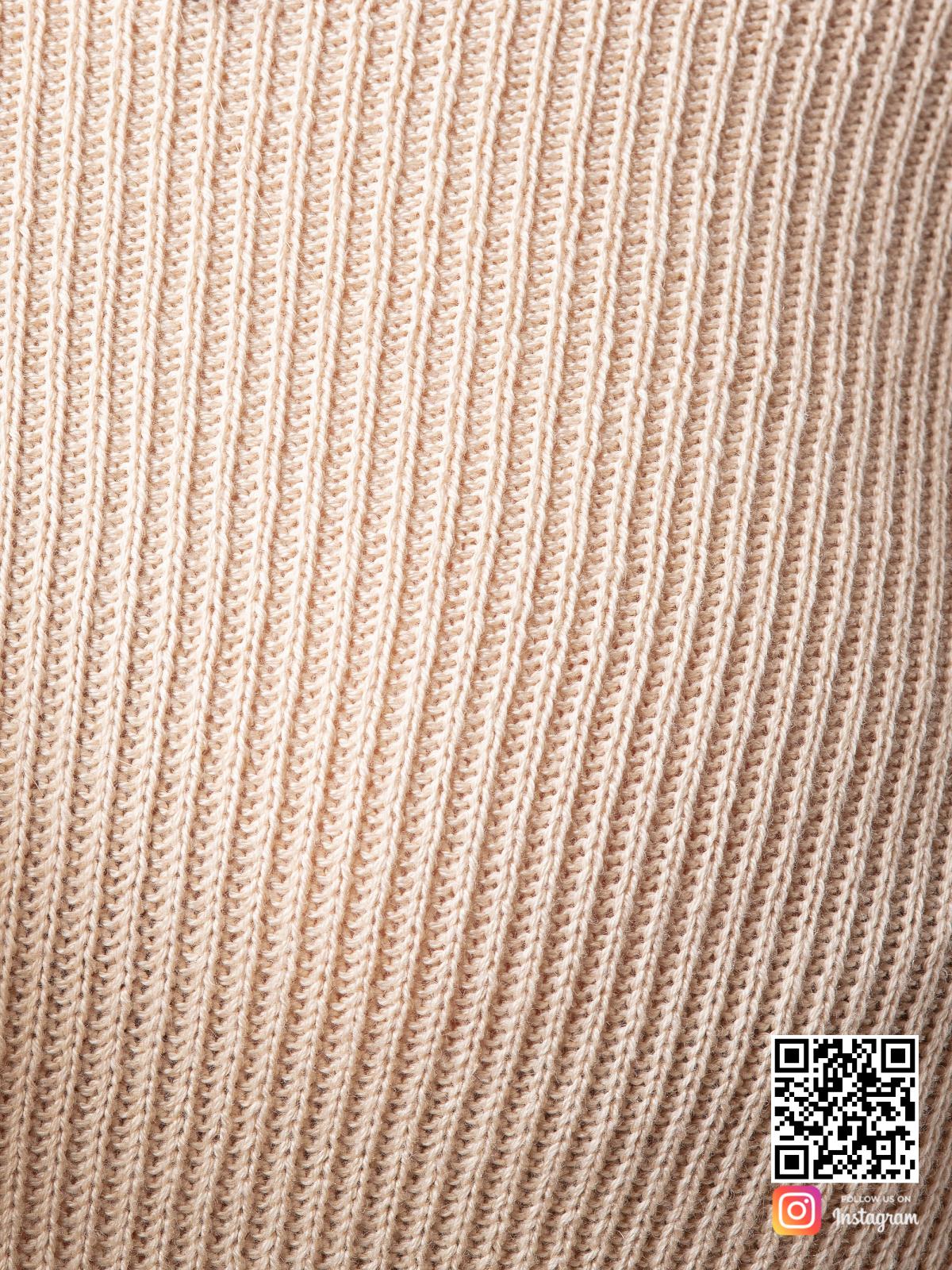 На восьмой фотографии женский костюм с шортами оверсайз крупным планом от Shapar, бренда вязаной одежды ручной работы в интернет-магазине связанных спицами вещей.