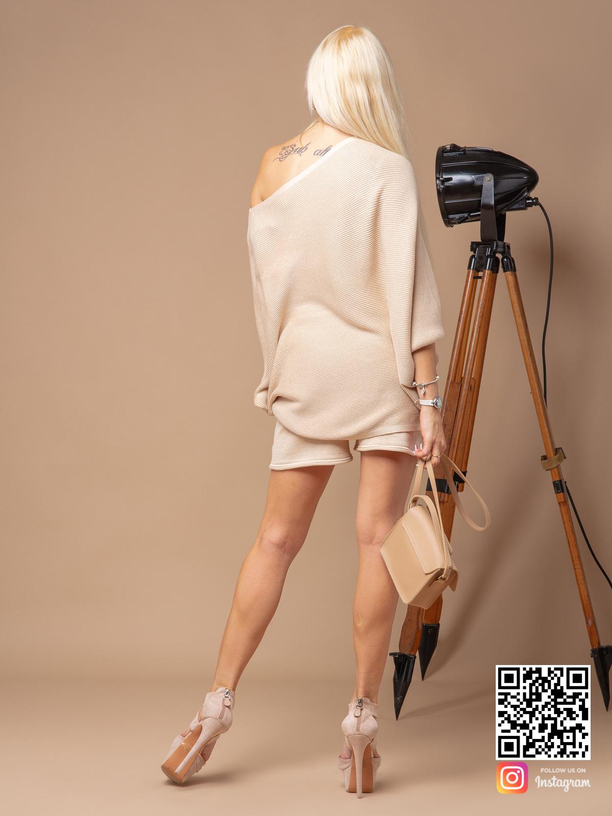 На седьмой фотографии модный костюм с шортами оверсайз для девушек от Shapar, бренда вязаной одежды ручной работы в интернет-магазине связанных спицами вещей.