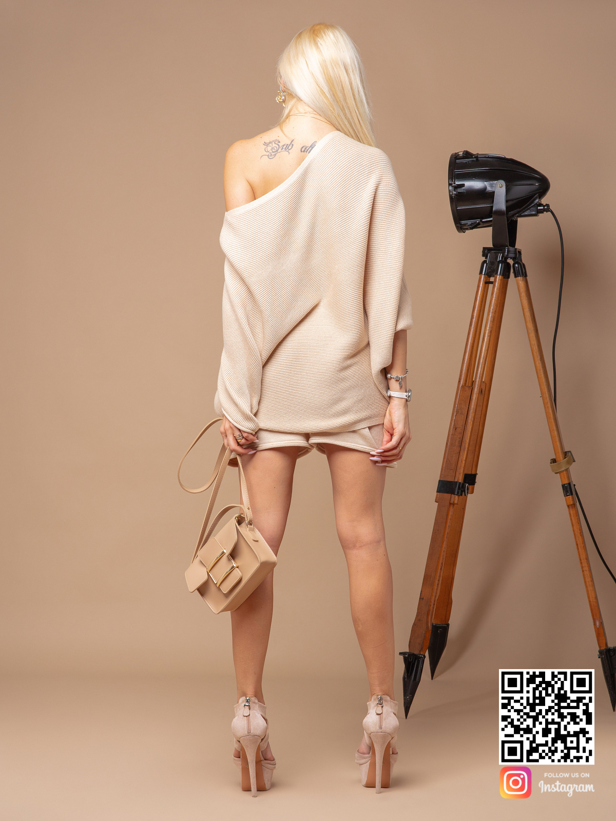 На пятой фотографии летний костюм с шортами оверсайз от Shapar, бренда вязаной одежды ручной работы в интернет-магазине связанных спицами вещей.