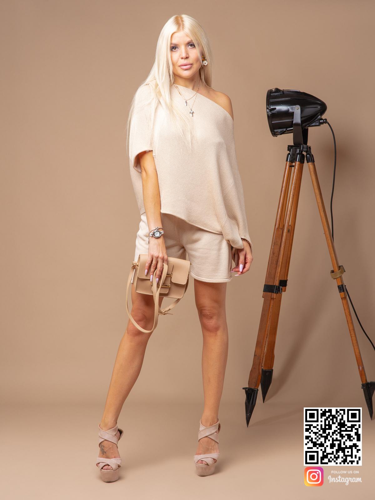 На шестой фотографии женский костюм с шортами оверсайз из хлопка от Shapar, бренда вязаной одежды ручной работы в интернет-магазине связанных спицами вещей.