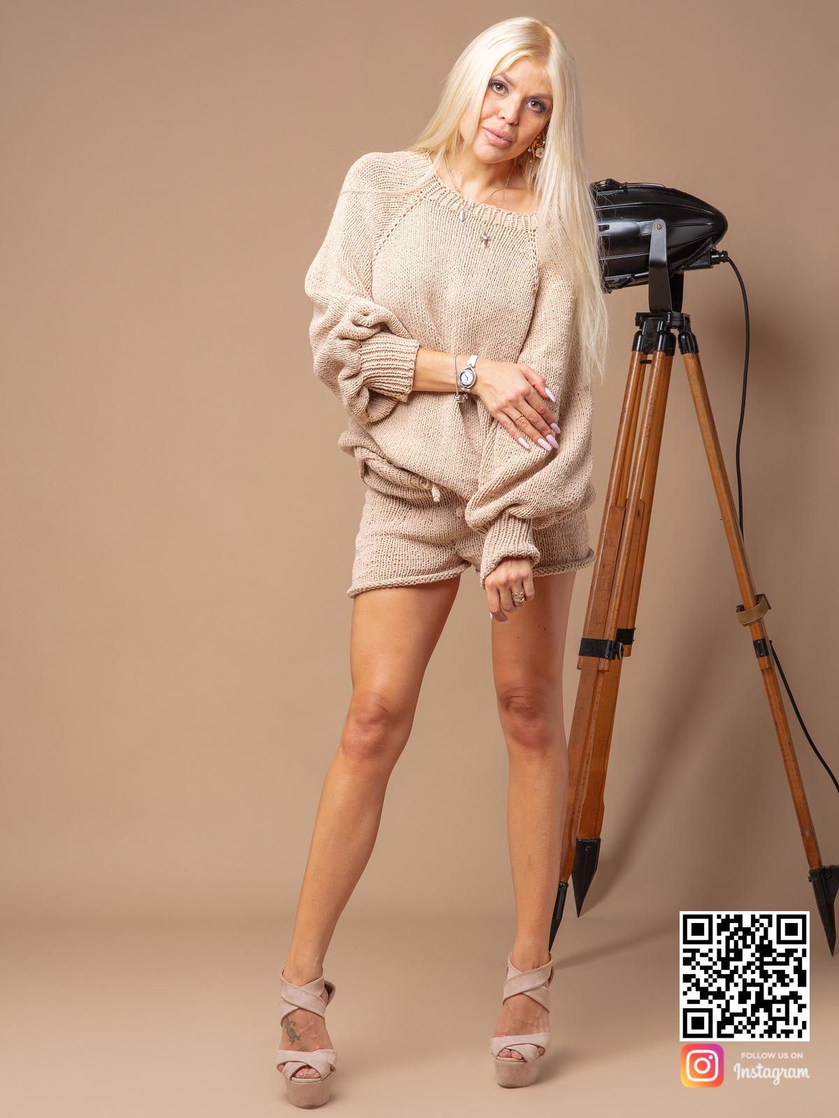 На четвертой фотографии костюм с шортами женский летний из хлопка от Shapar, бренда вязаной одежды ручной работы в интернет-магазине связанных спицами вещей.