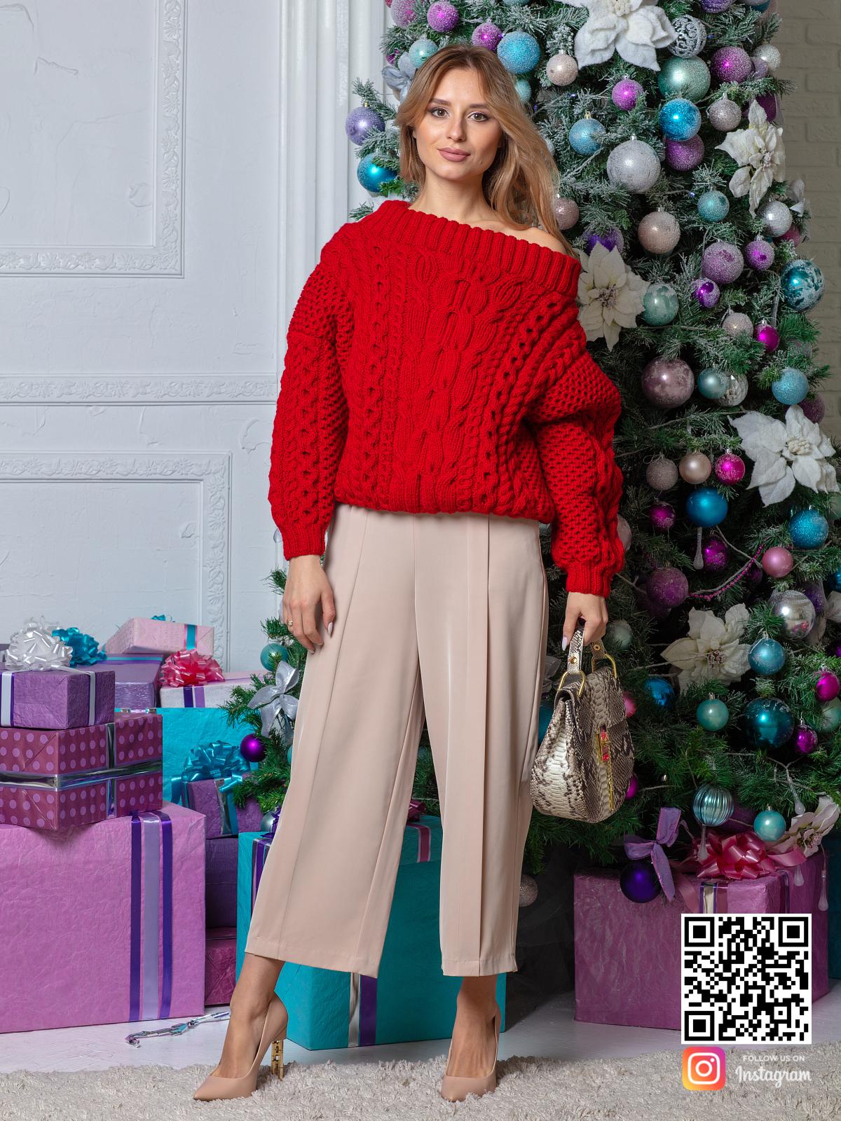 На шестой фотографии стильный красный свитер для девушек и женщин от Shapar, бренда вязаной одежды ручной работы в интернет-магазине связанных спицами вещей.