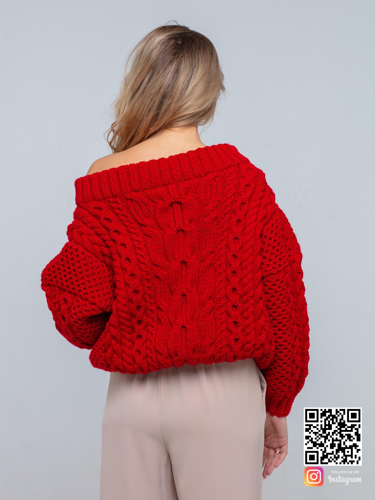 На второй фотографии красный свитер женский со спины от Shapar, бренда вязаной одежды ручной работы в интернет-магазине связанных спицами вещей.