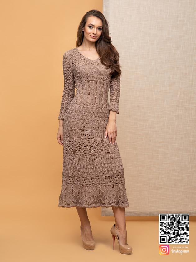 На фотографии женское кремовое платье от Shapar, бренда вязаной одежды ручной работы в интернет-магазине связанных спицами вещей.