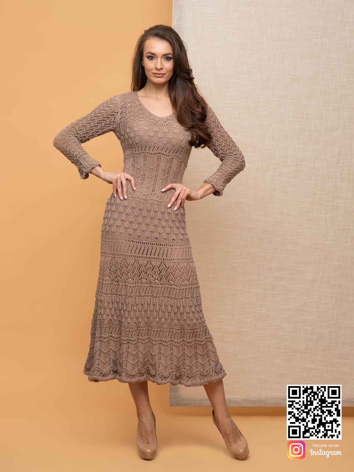 На пятой фотографии стильное кремовое платье для женщин от Shapar, бренда вязаной одежды ручной работы в интернет-магазине связанных спицами вещей.