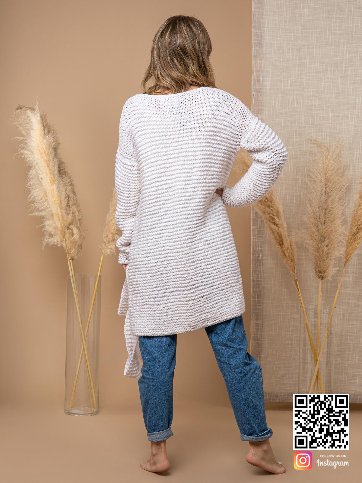 На второй фотографии женский летний кардиган из хлопка со спины от Shapar, бренда вязаной одежды ручной работы в интернет-магазине связанных спицами вещей.