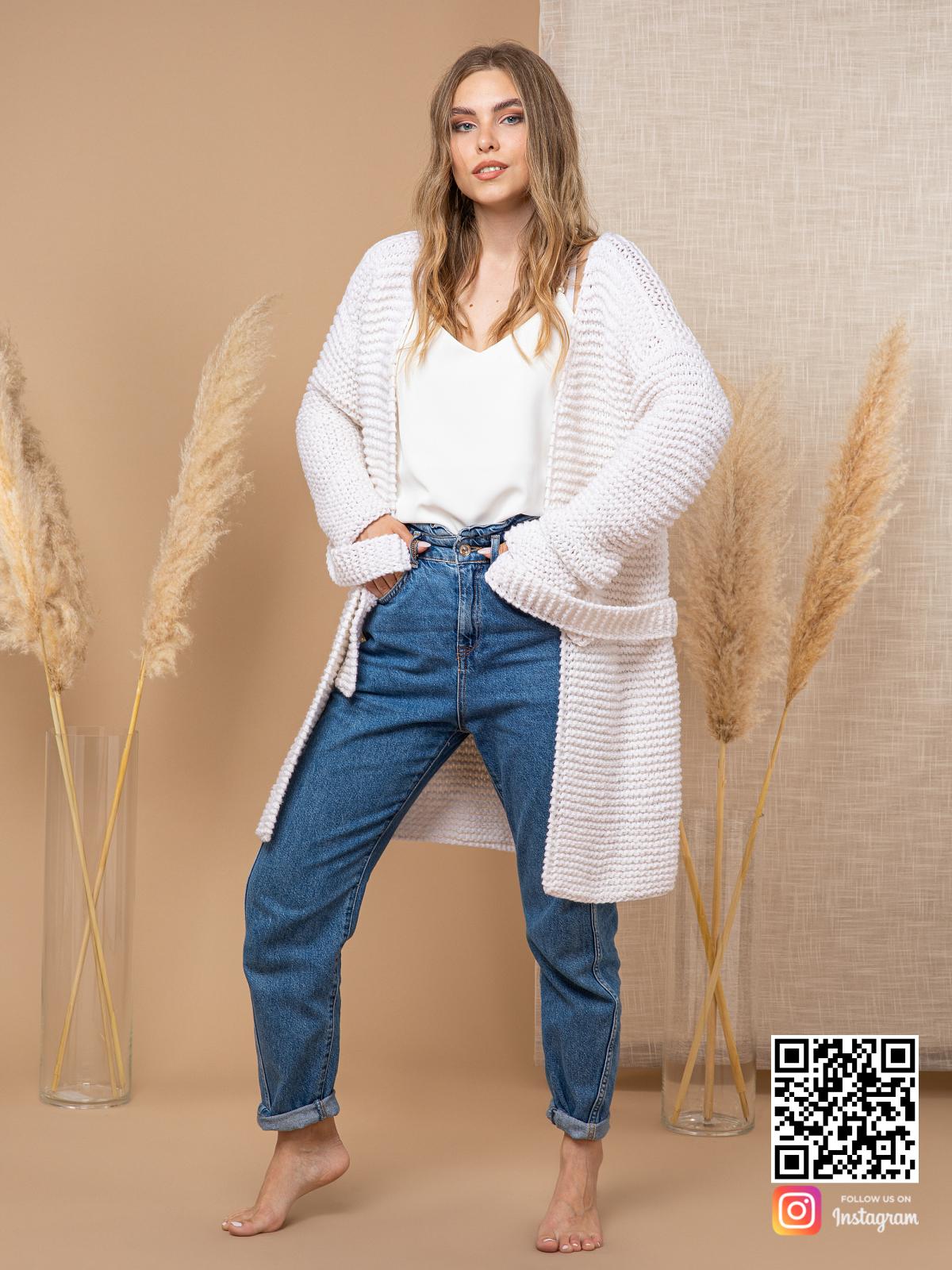 На пятой фотографии женский кардиган из хлопка на лето от Shapar, бренда вязаной одежды ручной работы в интернет-магазине связанных спицами вещей.