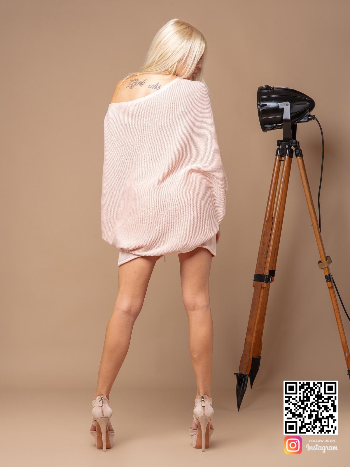На шестой фотографии розовый летний костюм с шортами от Shapar, бренда вязаной одежды ручной работы в интернет-магазине связанных спицами вещей.