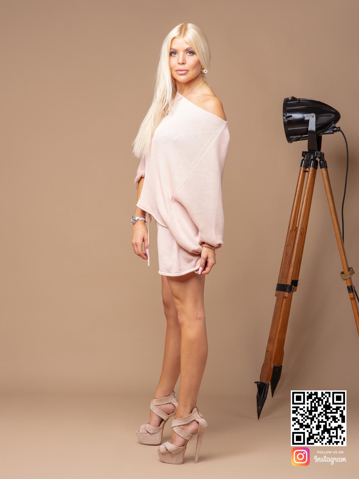 На четвертой фотографии женский летний костюм с шортами из хлопка от Shapar, бренда вязаной одежды ручной работы в интернет-магазине связанных спицами вещей.