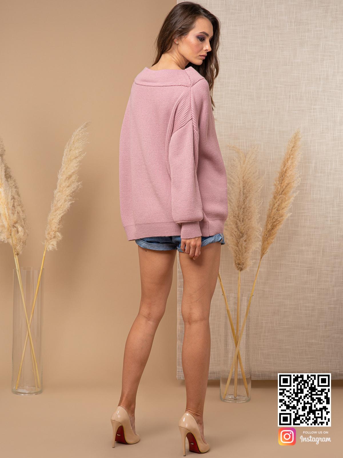 На второй фотографии женский молодежный джемпер со спины от Shapar, бренда вязаной одежды ручной работы в интернет-магазине связанных спицами вещей.