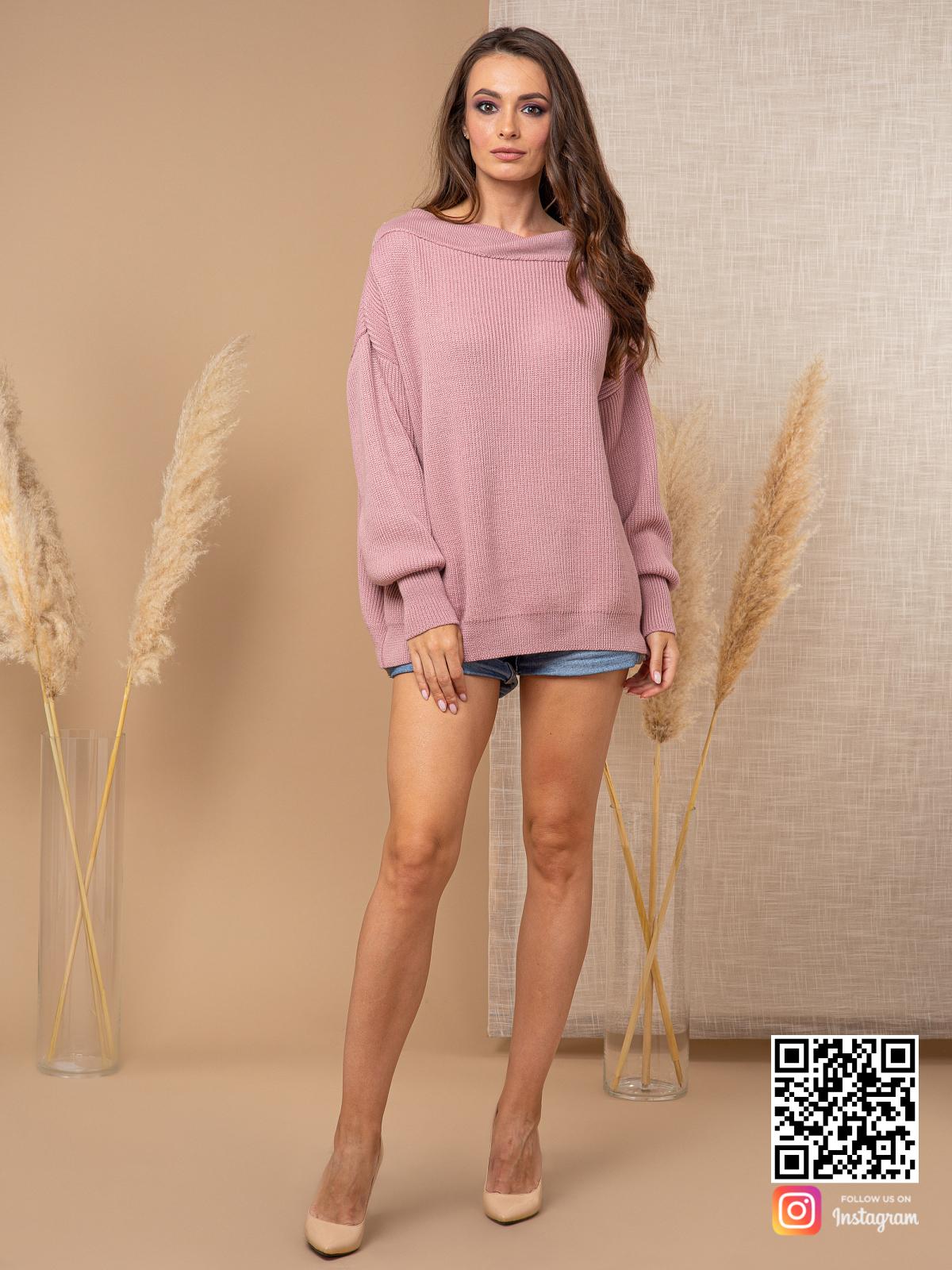 На третьей фотографии женский молодежный джемпер пудрового цвета от Shapar, бренда вязаной одежды ручной работы в интернет-магазине связанных спицами вещей.