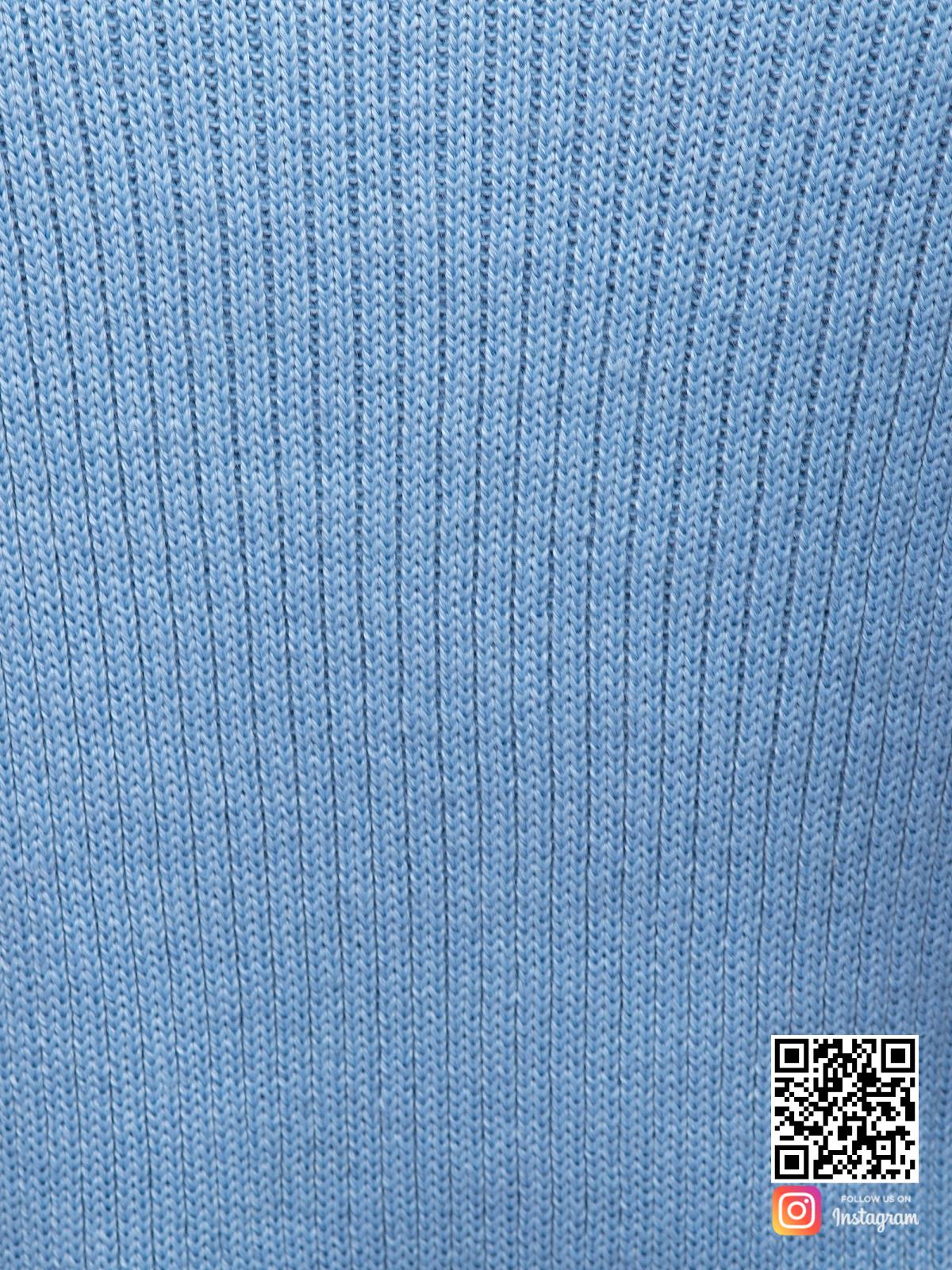 На пятой фотографии стильное нежно-голубое платье крупным планом от Shapar, бренда женской вязаной одежды ручной работы в интернет-магазине связанных спицами вещей.