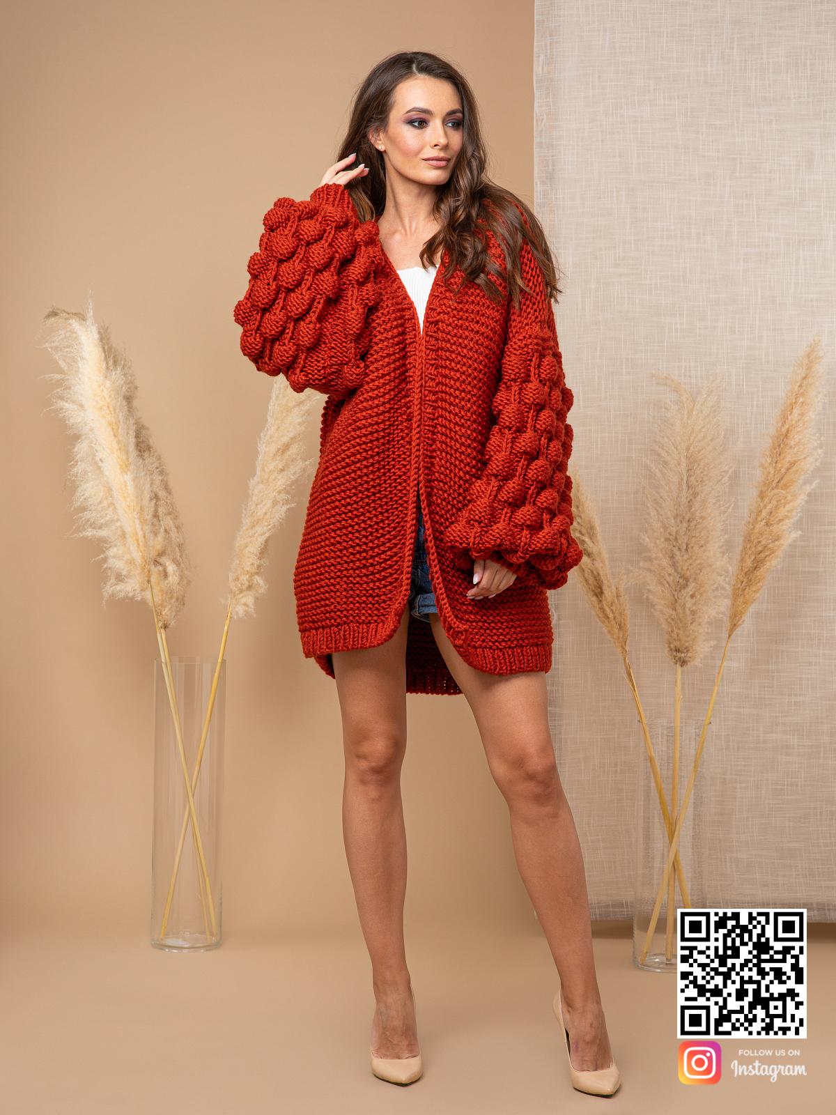 На шестой фотографии женский осенний кардиган от Shapar, бренда вязаной одежды ручной работы в интернет-магазине связанных спицами вещей.