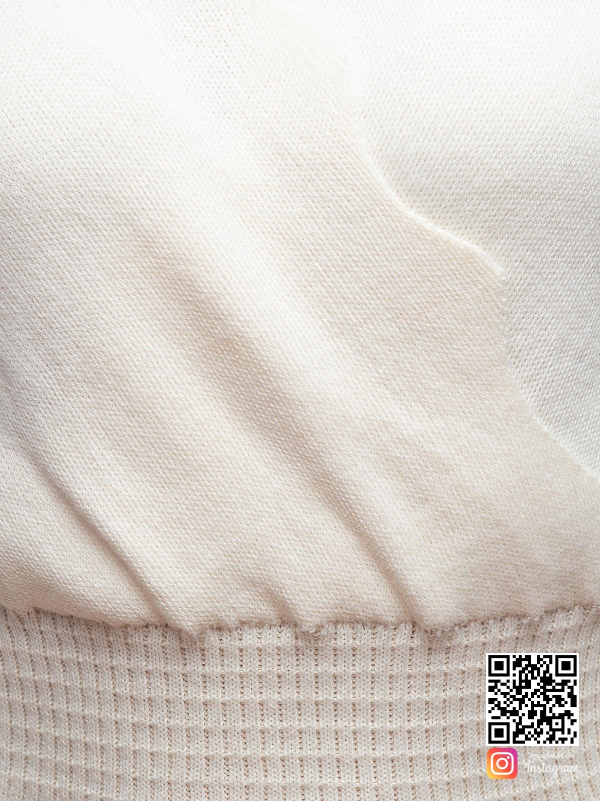 На четвертой фотографии женское платье для офиса крупным планом от Shapar, бренда вязаной одежды ручной работы в интернет-магазине связанных спицами вещей.