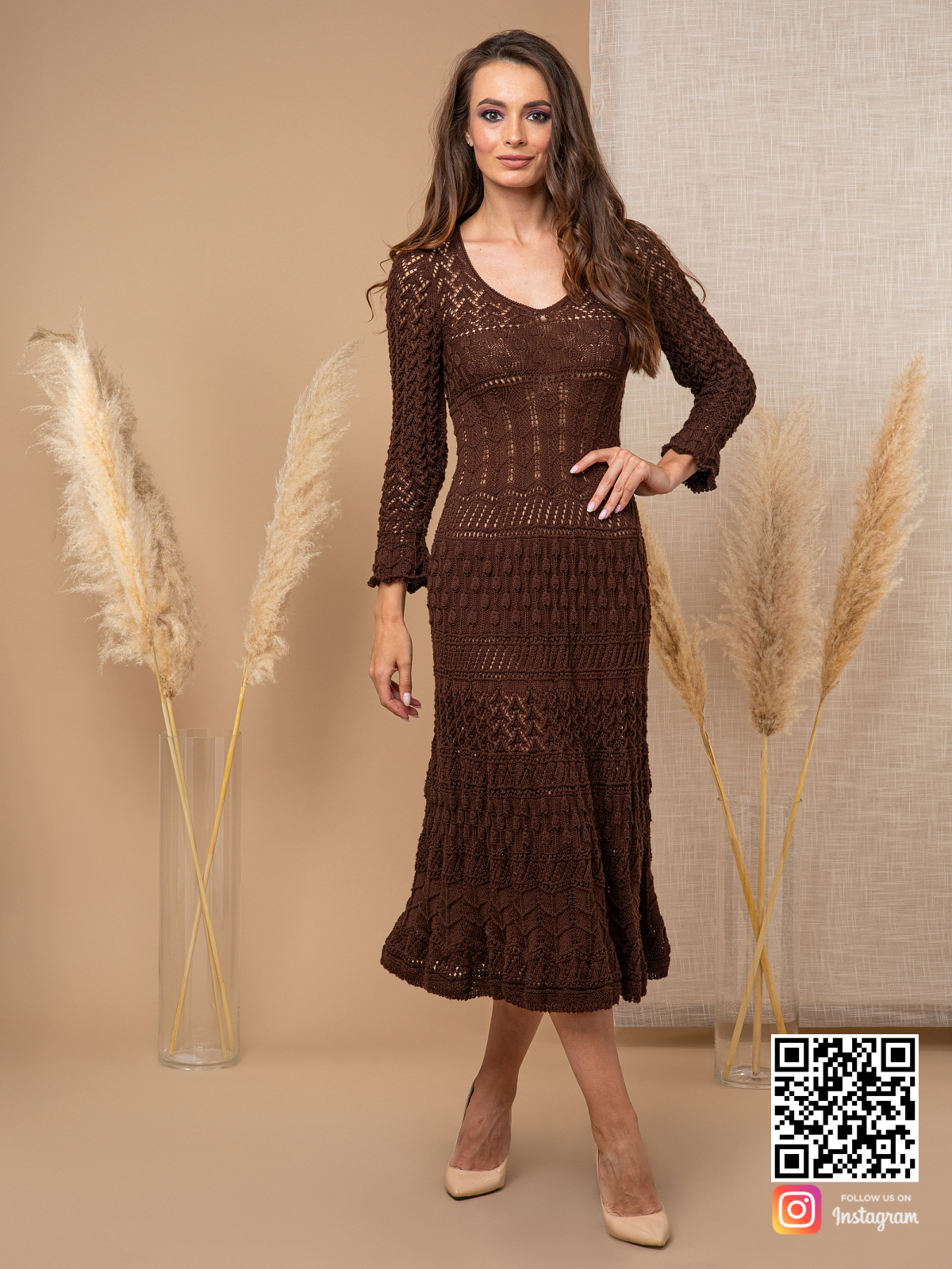 На четвертой фотографии женское коричневое платье крючком от Shapar, бренда вязаной одежды ручной работы в интернет-магазине связанных спицами вещей.
