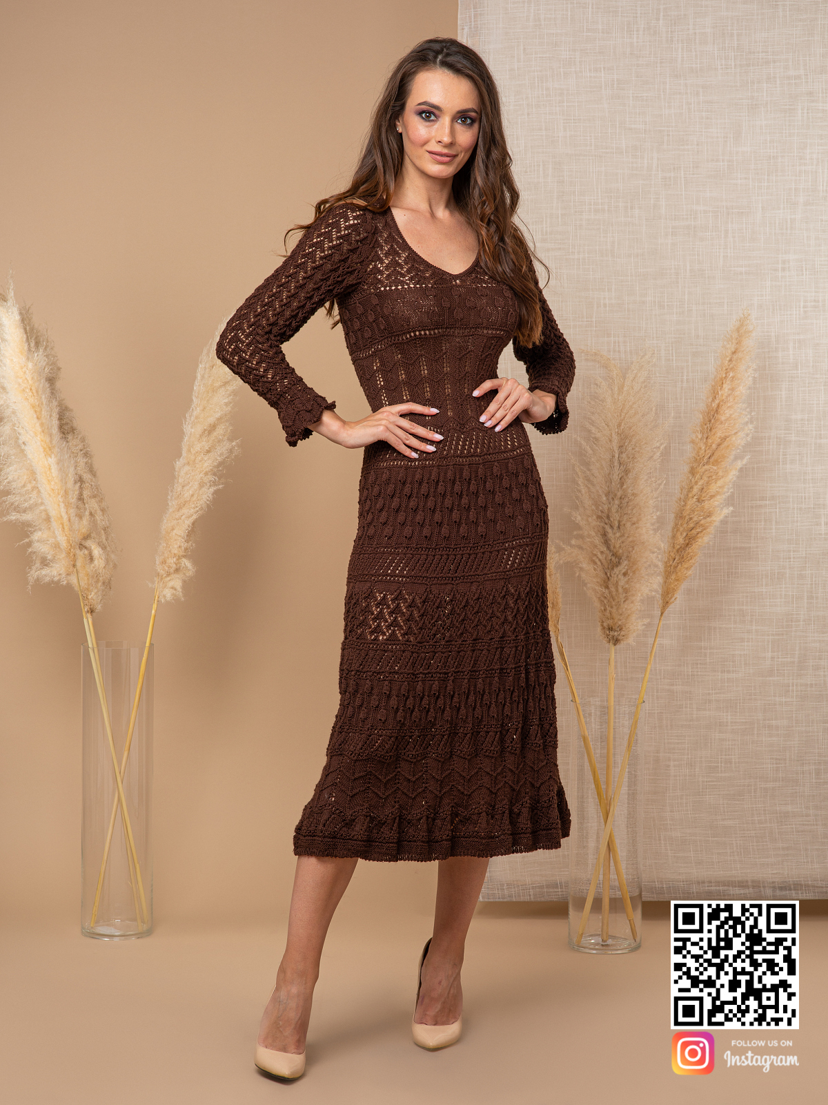 На третьей фотографии женское ажурное платье коричневого цвета от Shapar, бренда вязаной одежды ручной работы в интернет-магазине связанных спицами вещей.