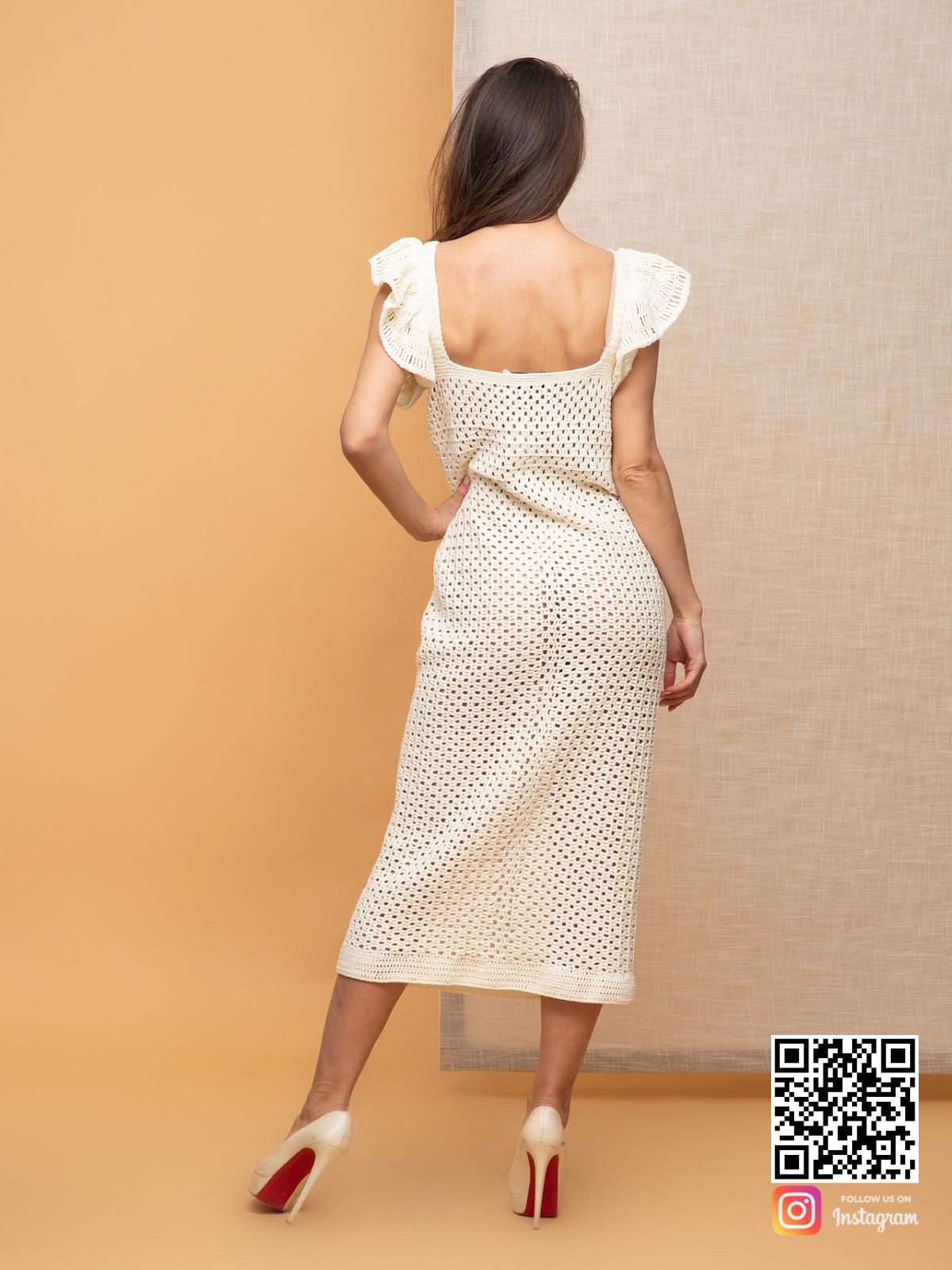 На шестой фотографии стильное молочное платье летнее из хлопка для девушек от Shapar, бренда вязаной одежды ручной работы в интернет-магазине связанных спицами вещей.