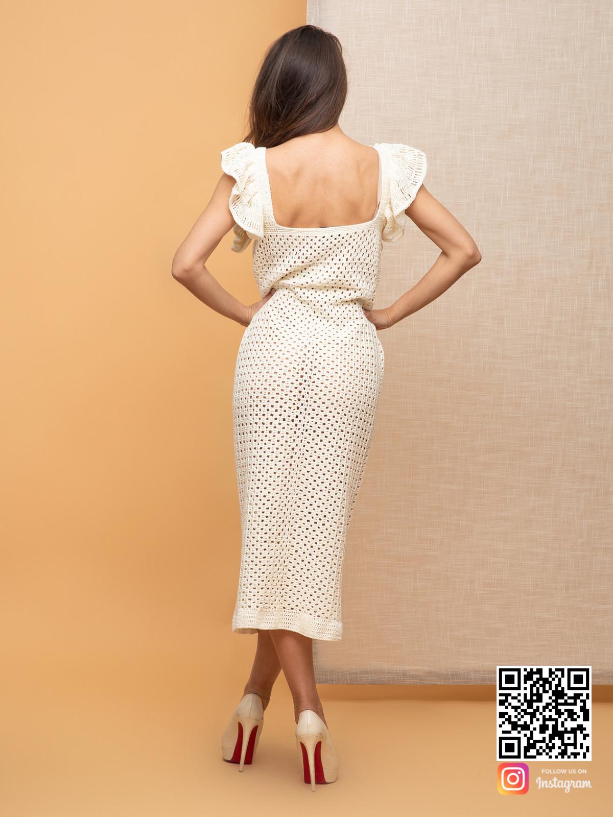 На второй фотографии женское платье летнее из хлопка со спины от Shapar, бренда вязаной одежды ручной работы в интернет-магазине связанных спицами вещей.