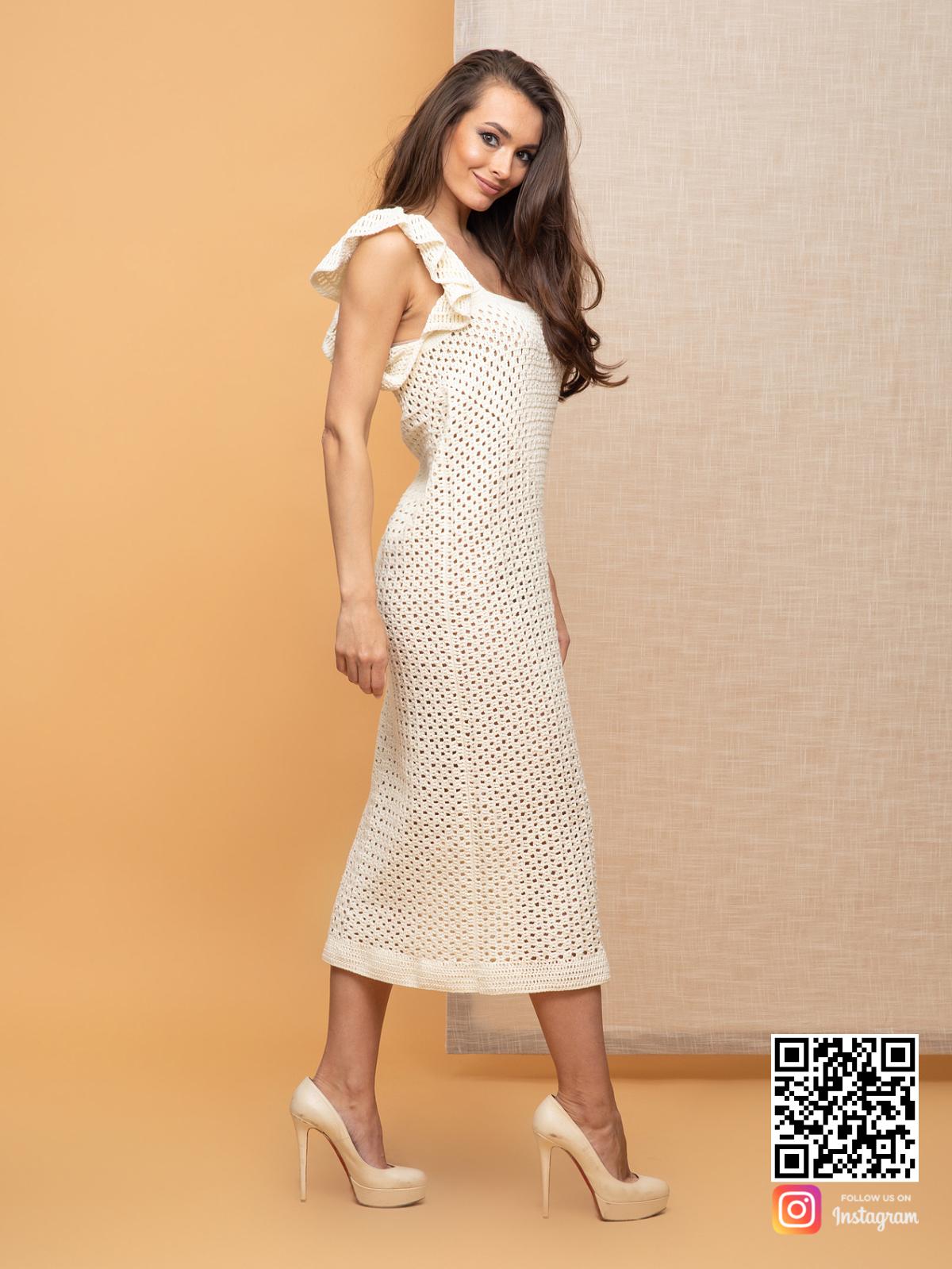 На третьей фотографии женское платье летнее из хлопка молочного цвета от Shapar, бренда вязаной одежды ручной работы в интернет-магазине связанных спицами вещей.
