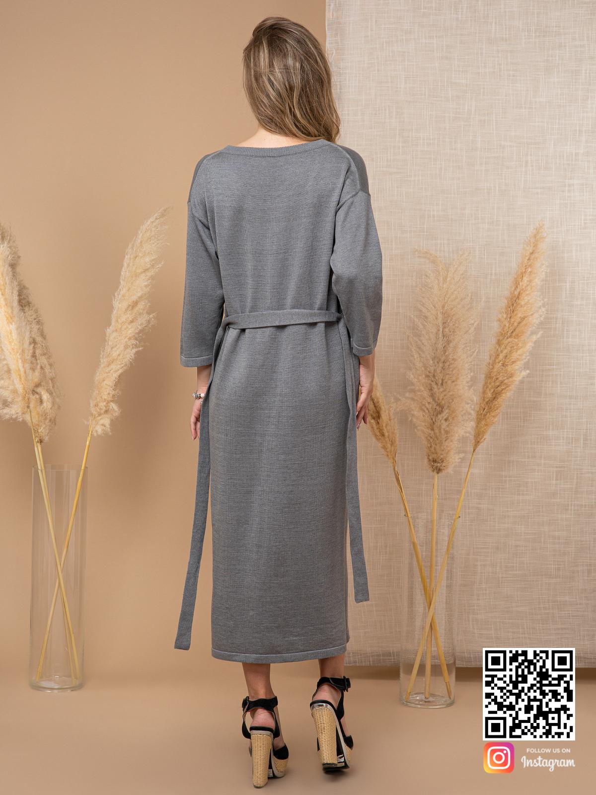 На пятой фотографии вязаное платье на пуговицах спереди с поясом от Shapar, бренда женской одежды ручной работы в интернет-магазине связанных спицами вещей.