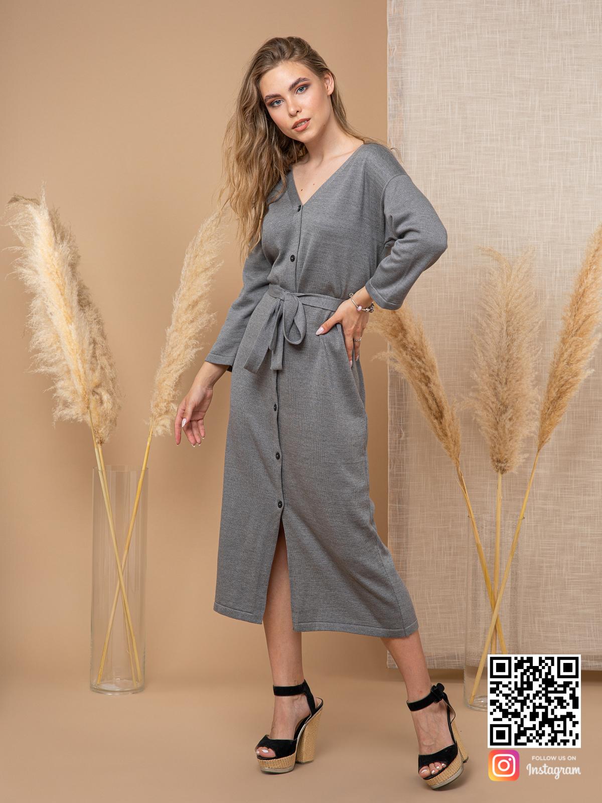 На четвертой фотографии модное платье на пуговицах для девушек и женщин от Shapar, бренда вязаной одежды ручной работы в интернет-магазине связанных спицами вещей.