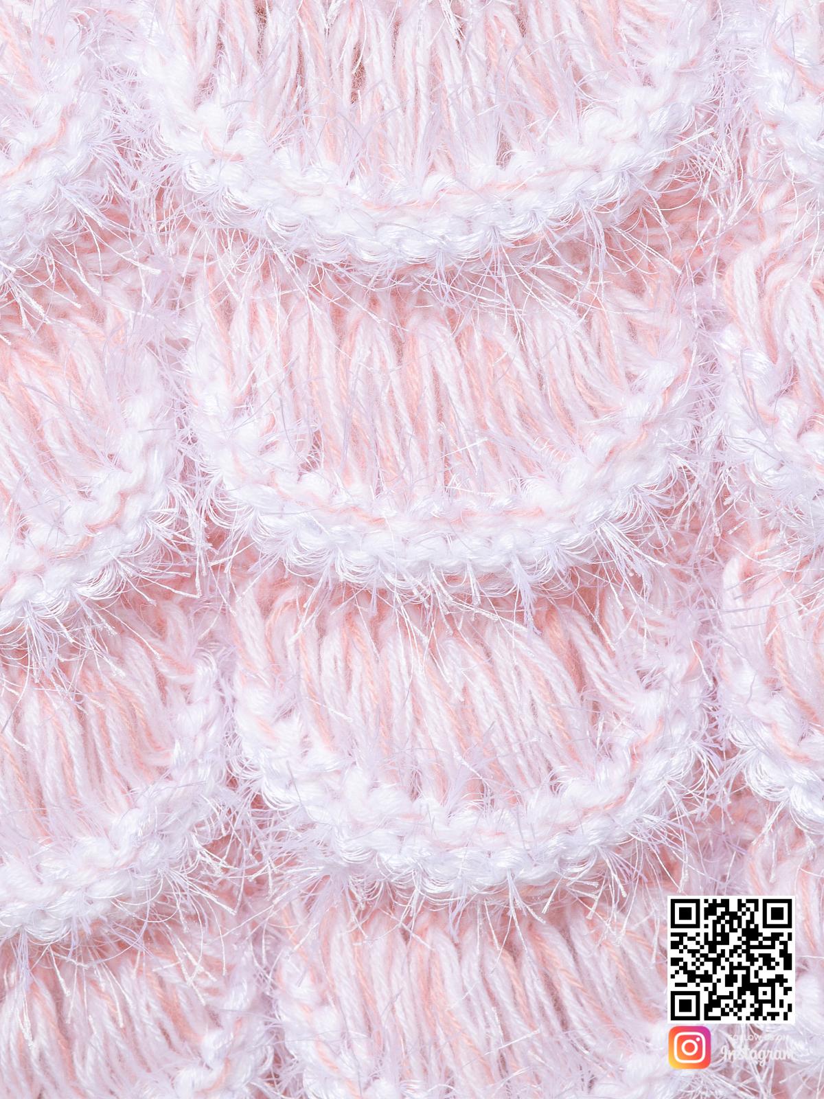 На седьмой фотографии женский пудровый кардиган крупным планом от Shapar, бренда вязаной одежды ручной работы в интернет-магазине связанных спицами вещей.