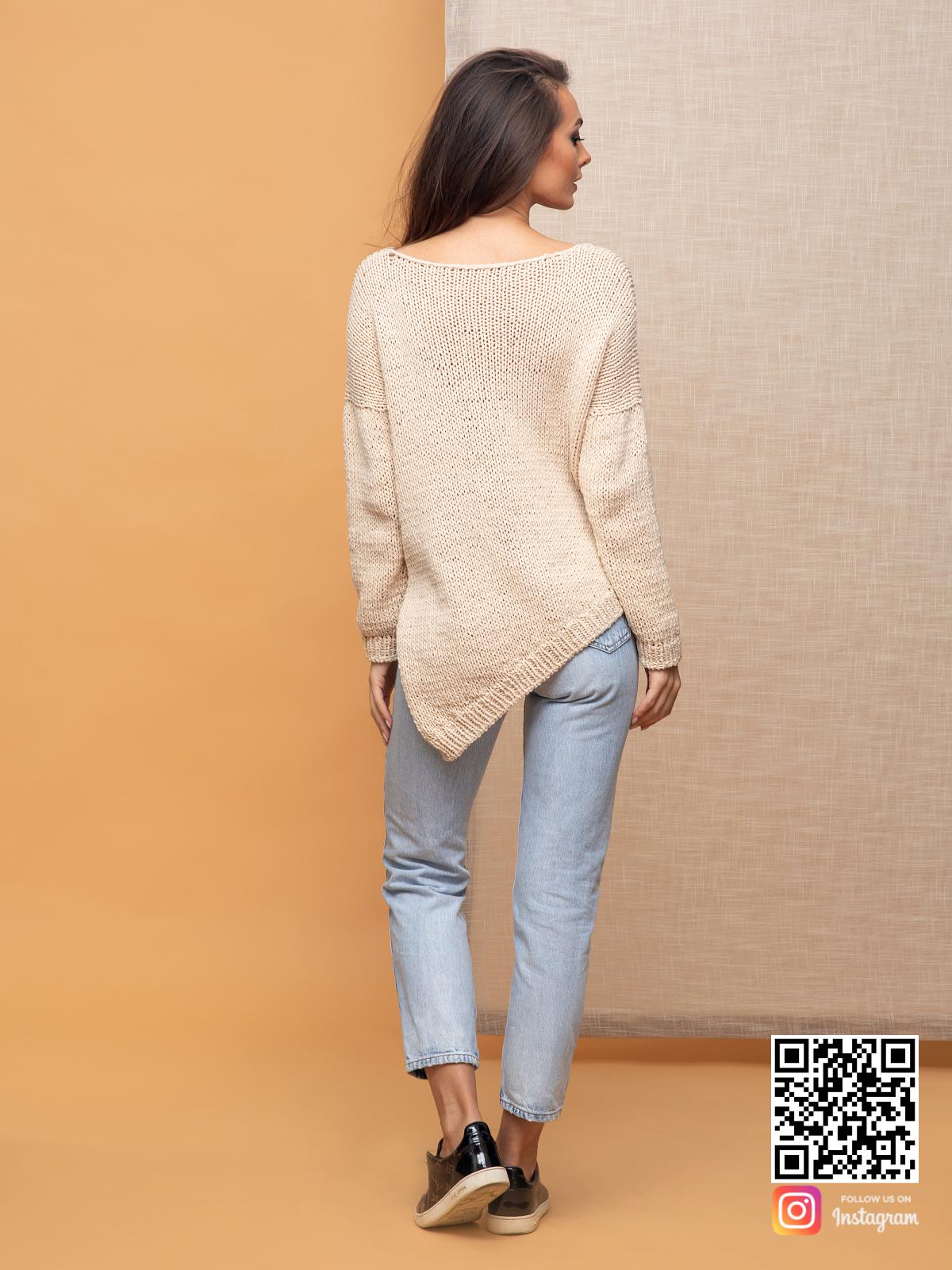 На второй фотографии пуловер для женщин со спины от Shapar, бренда вязаной одежды ручной работы в интернет-магазине связанных спицами вещей.