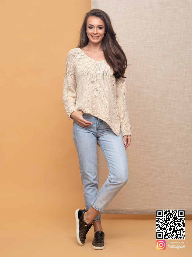 На фотографии пуловер для женщин от Shapar, бренда вязаной одежды ручной работы в интернет-магазине связанных спицами вещей.