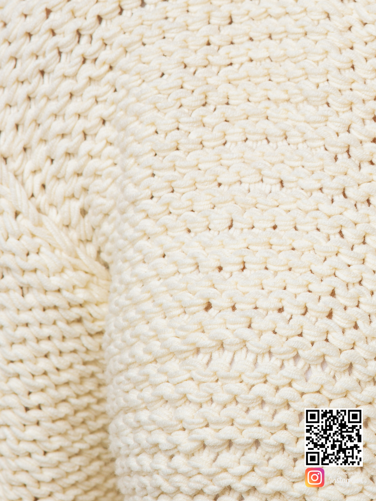 На седьмой фотографии женский пуловер с коротким рукавом крупным планом от Shapar, бренда вязаной одежды ручной работы в интернет-магазине связанных спицами вещей.