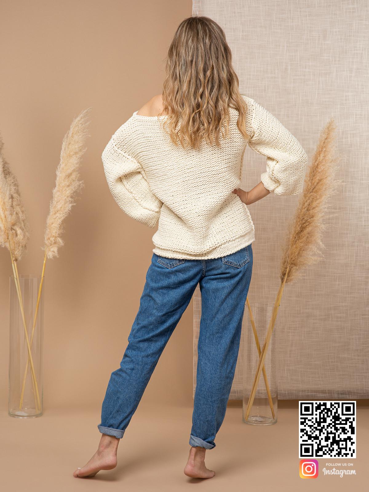 На второй фотографии женский пуловер с коротким рукавом со спины от Shapar, бренда вязаной одежды ручной работы в интернет-магазине связанных спицами вещей.
