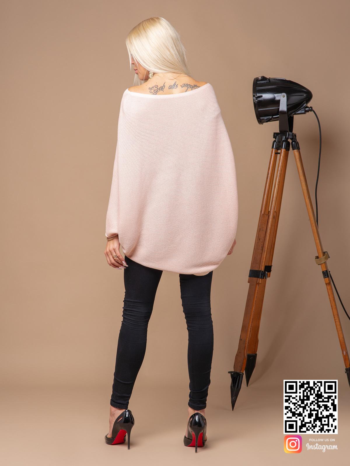 На второй фотографии розовая кофта женская со спины от Shapar, бренда вязаной одежды ручной работы в интернет-магазине связанных спицами вещей.